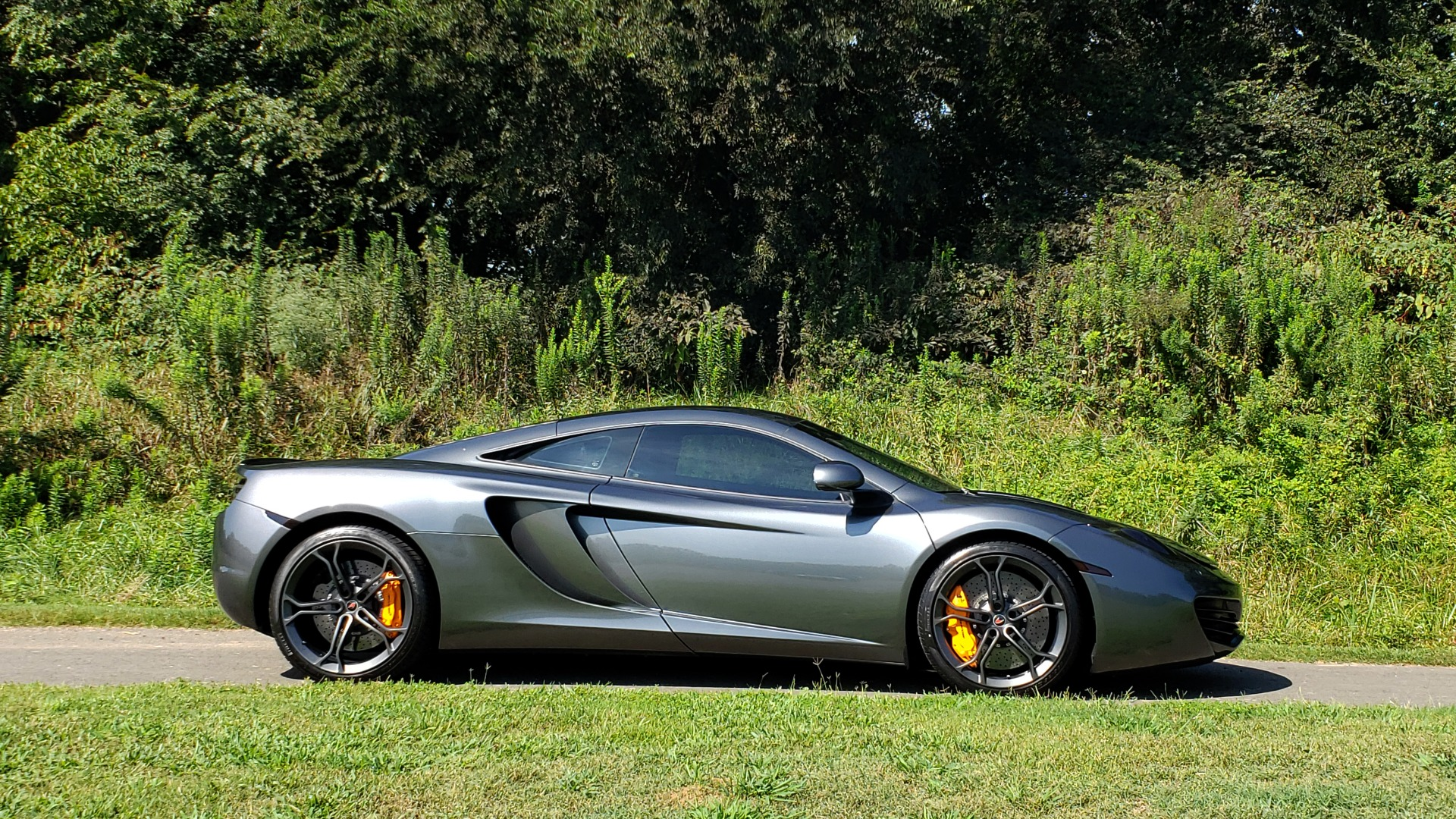 Used 2012 McLaren MP4-12C COUPE / 3.8 L V8 592HP / AUTO / NAV / CCB / LOW MILES for sale $97,999 at Formula Imports in Charlotte NC 28227 18
