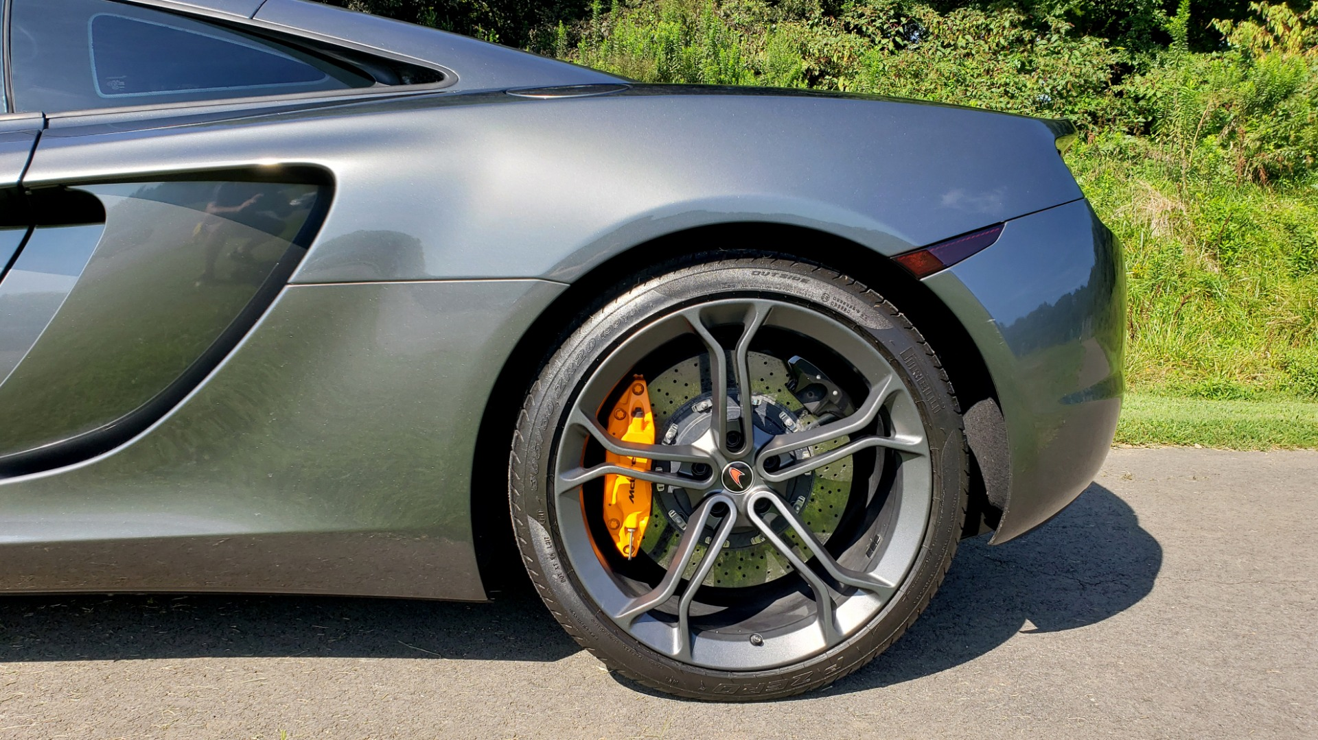 Used 2012 McLaren MP4-12C COUPE / 3.8 L V8 592HP / AUTO / NAV / CCB / LOW MILES for sale $97,999 at Formula Imports in Charlotte NC 28227 93