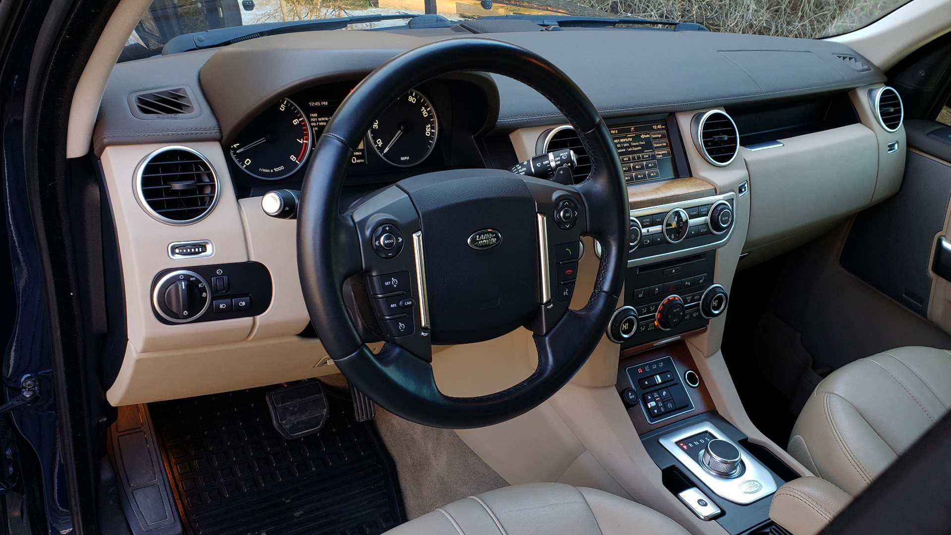 Used 2016 Land Rover LR4 HSE / NAV / VSN ASST / CLIMATE / MERIDIAN / REARVIEW for sale Sold at Formula Imports in Charlotte NC 28227 39