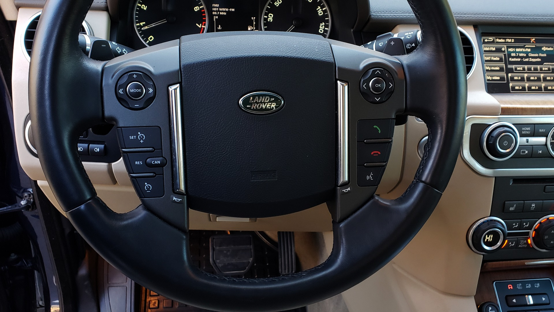 Used 2016 Land Rover LR4 HSE / NAV / VSN ASST / CLIMATE / MERIDIAN / REARVIEW for sale Sold at Formula Imports in Charlotte NC 28227 41