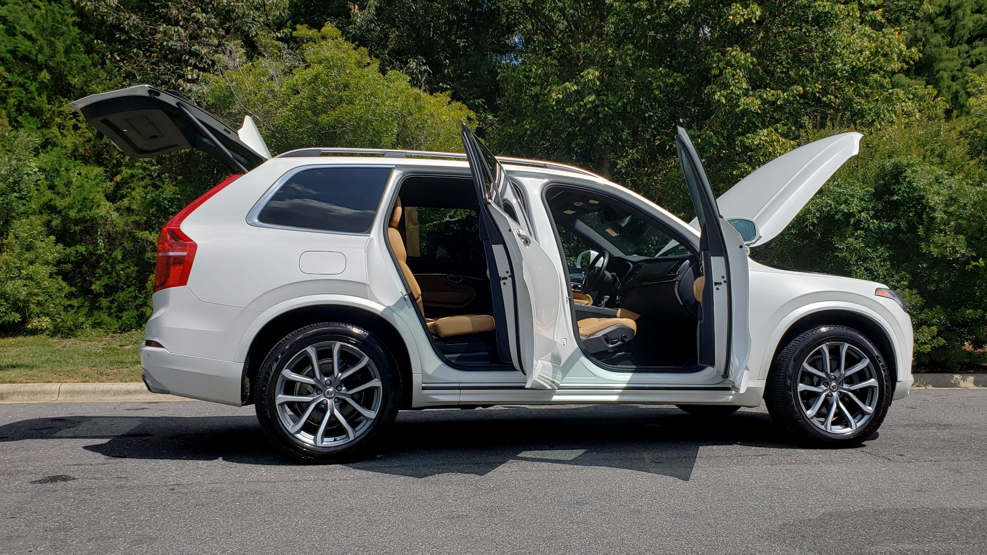 Used 2017 Volvo XC90 MOMENTUM PLUS T6 AWD / NAV / VISION / PROTECTION PKG for sale $34,995 at Formula Imports in Charlotte NC 28227 12