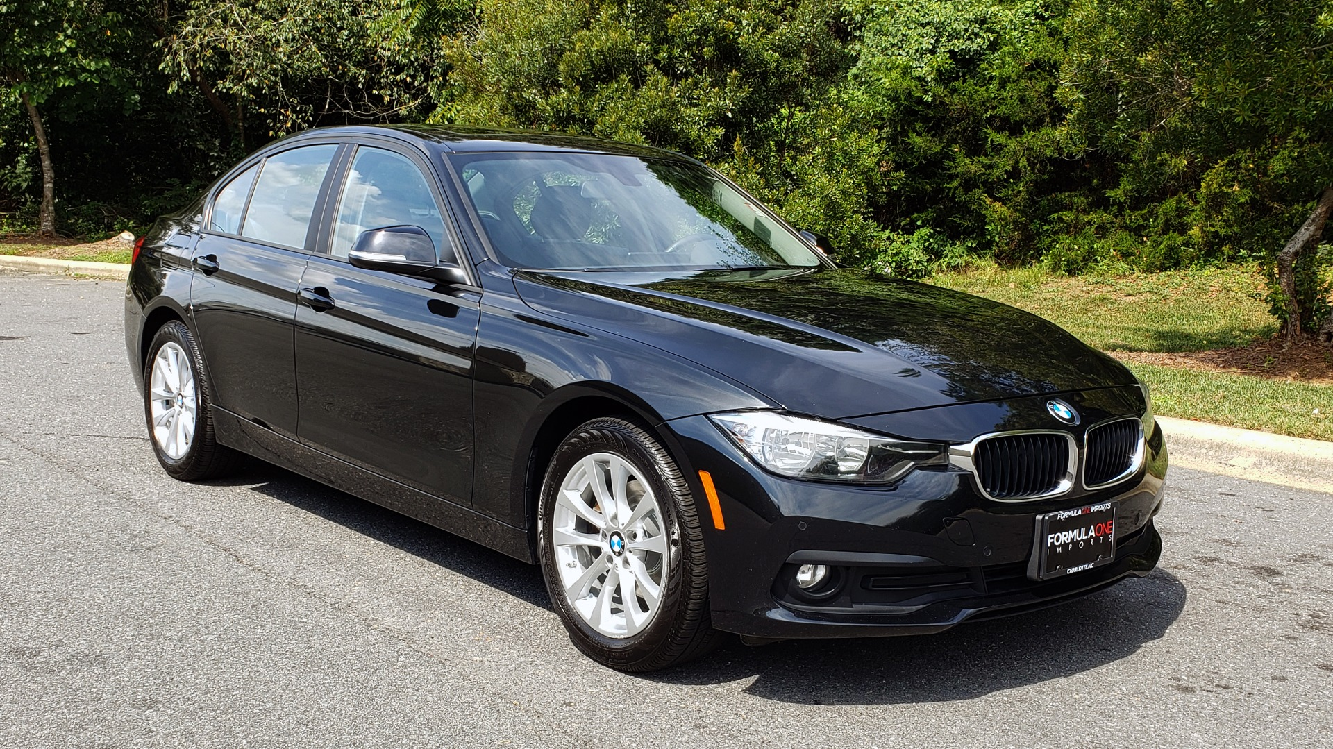 Used 2017 BMW 3 SERIES 320I XDRIVE / DRVR ASST / NAV / SUNROOF / HTD STS / REARVIEW for sale $21,995 at Formula Imports in Charlotte NC 28227 4