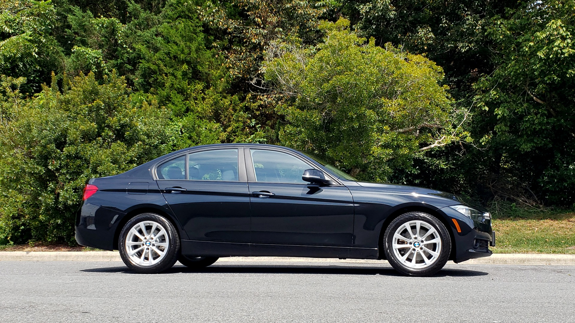 Used 2017 BMW 3 SERIES 320I XDRIVE / DRVR ASST / NAV / SUNROOF / HTD STS / REARVIEW for sale $21,995 at Formula Imports in Charlotte NC 28227 5