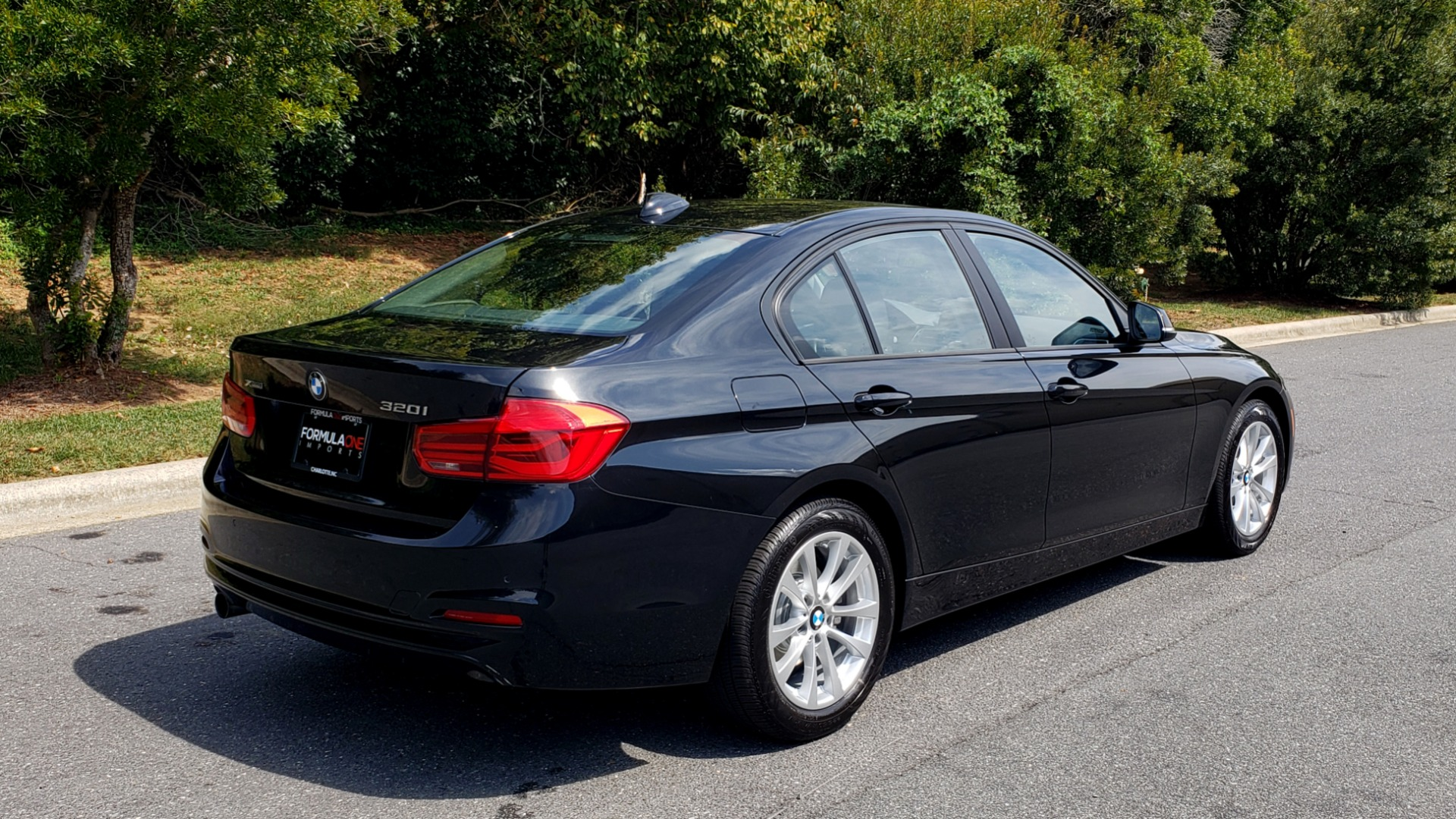 Used 2017 BMW 3 SERIES 320I XDRIVE / DRVR ASST / NAV / SUNROOF / HTD STS / REARVIEW for sale $21,995 at Formula Imports in Charlotte NC 28227 6