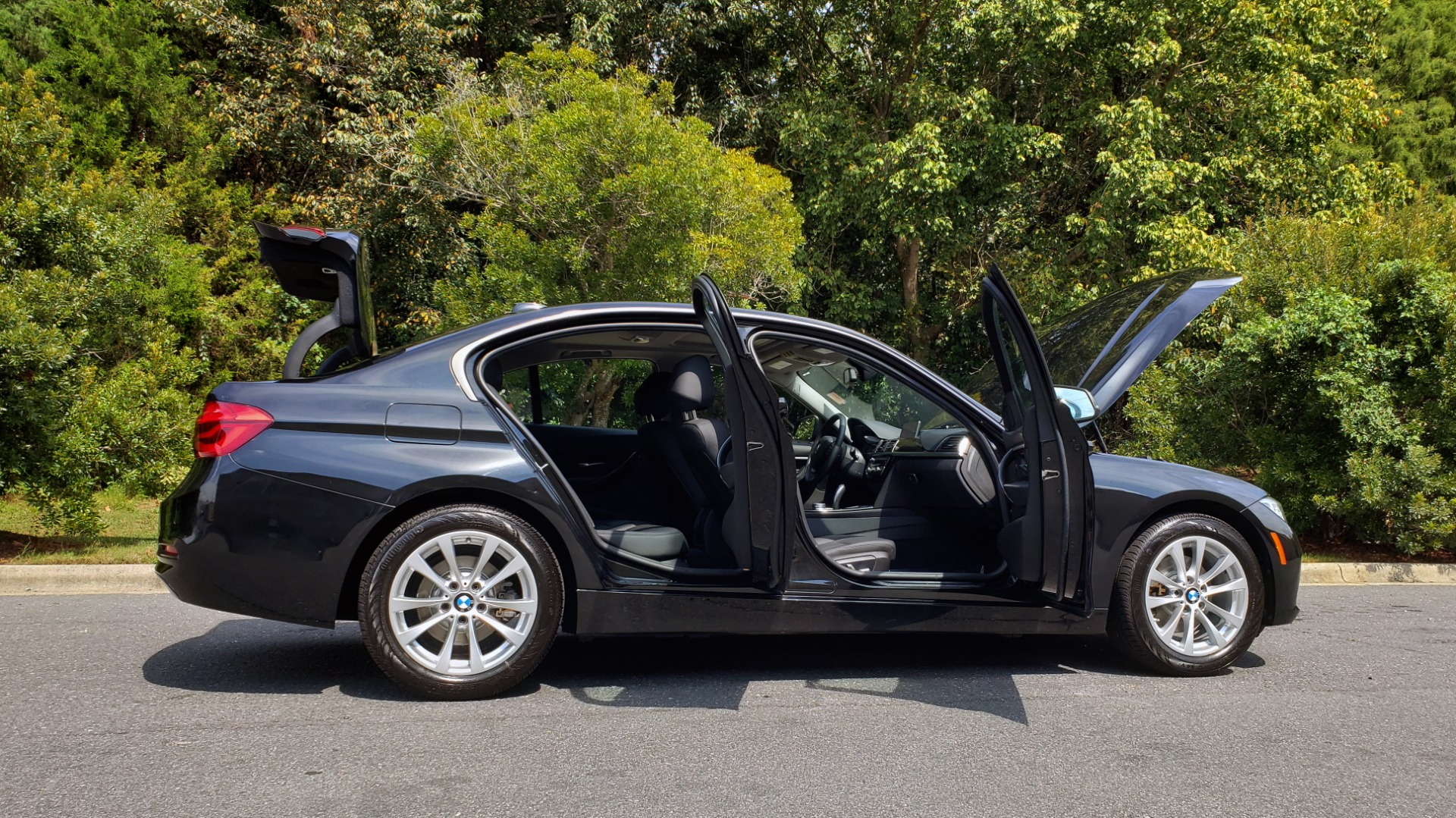 Used 2017 BMW 3 SERIES 320I XDRIVE / DRVR ASST / NAV / SUNROOF / HTD STS / REARVIEW for sale $21,995 at Formula Imports in Charlotte NC 28227 9