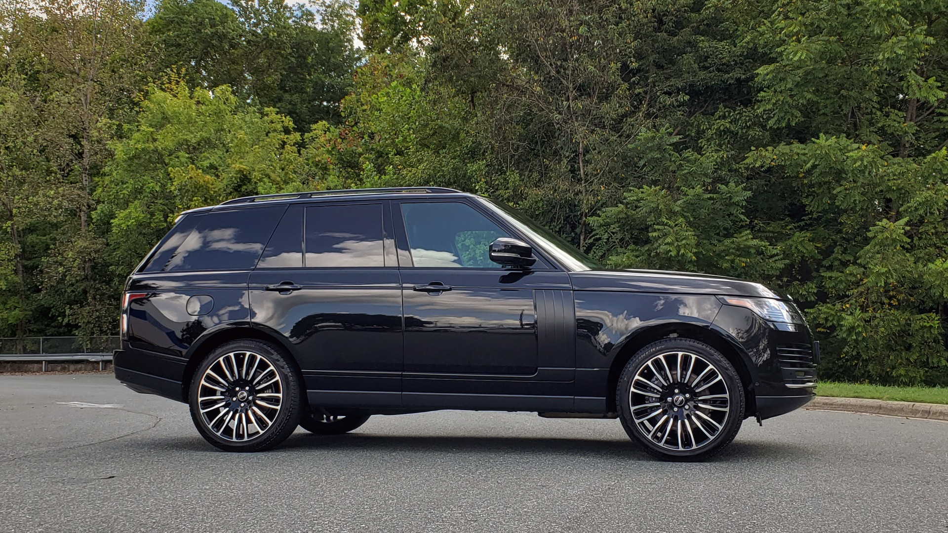 Used 2019 Land Rover RANGE ROVER SCV8 / NAV / PANO-ROOF / MERIDIAN / REARVIEW for sale Sold at Formula Imports in Charlotte NC 28227 10