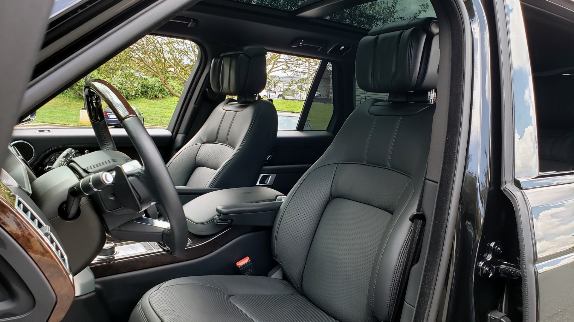 Used 2019 Land Rover RANGE ROVER SCV8 / NAV / PANO-ROOF / MERIDIAN / REARVIEW for sale Sold at Formula Imports in Charlotte NC 28227 49