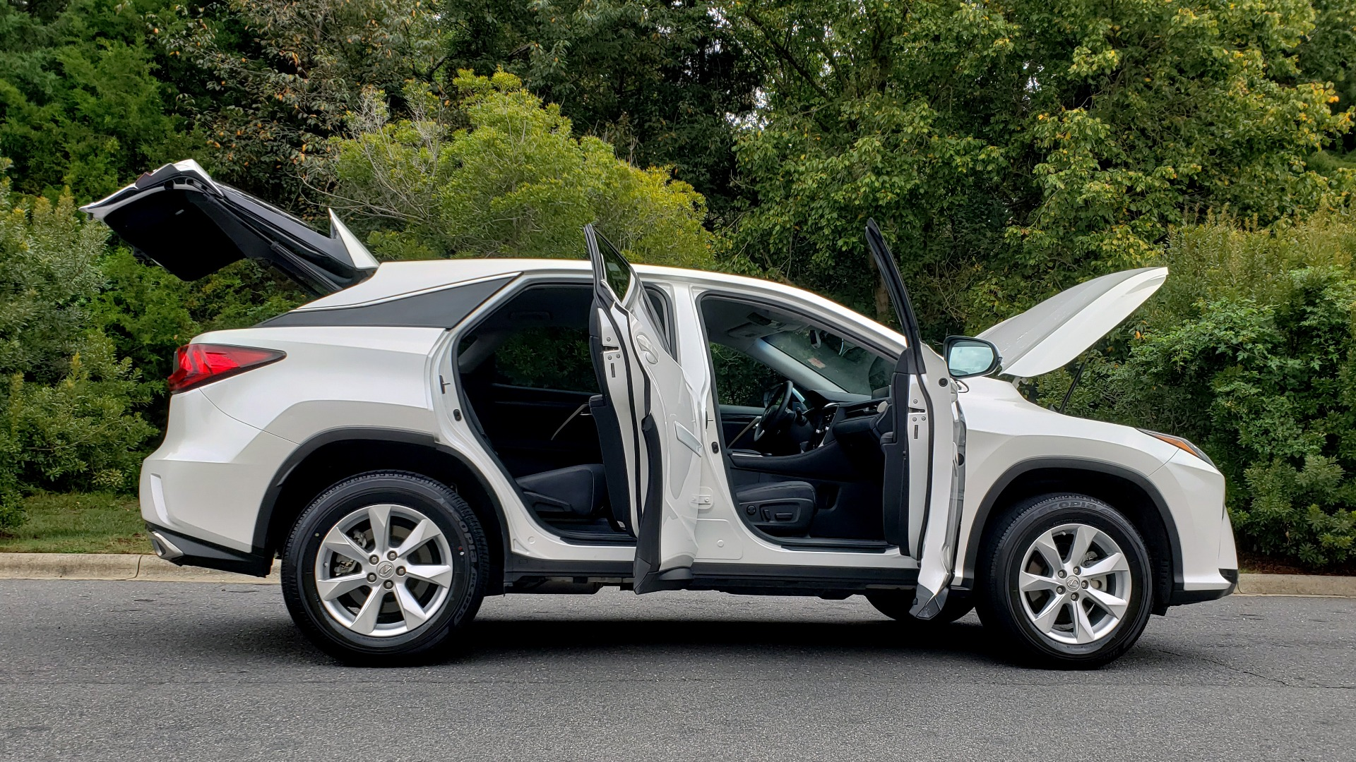 Used 2016 Lexus RX 350 FWD / 4-DR / 3.5L V6 / 8-SPD AUTO / LEATHER / REARVIEW for sale $31,995 at Formula Imports in Charlotte NC 28227 11