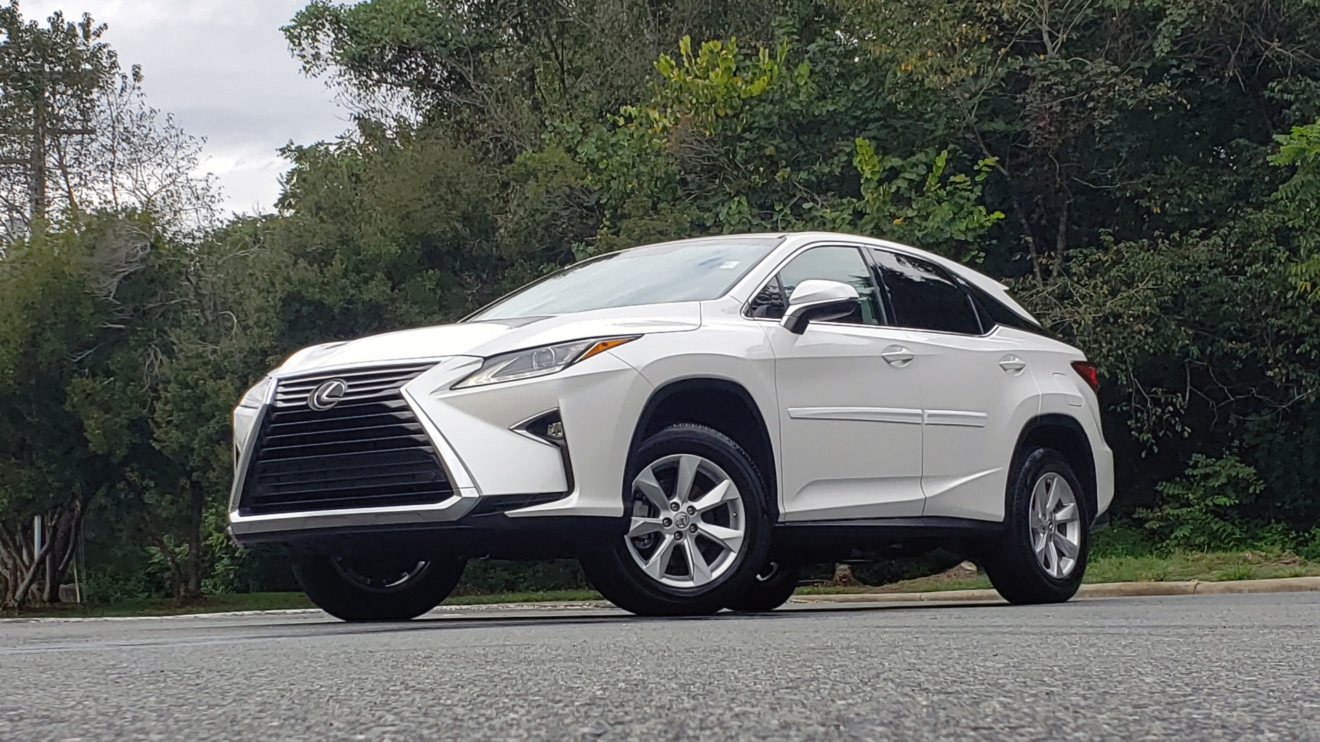 Used 2016 Lexus RX 350 FWD / 4-DR / 3.5L V6 / 8-SPD AUTO / LEATHER / REARVIEW for sale $31,995 at Formula Imports in Charlotte NC 28227 2