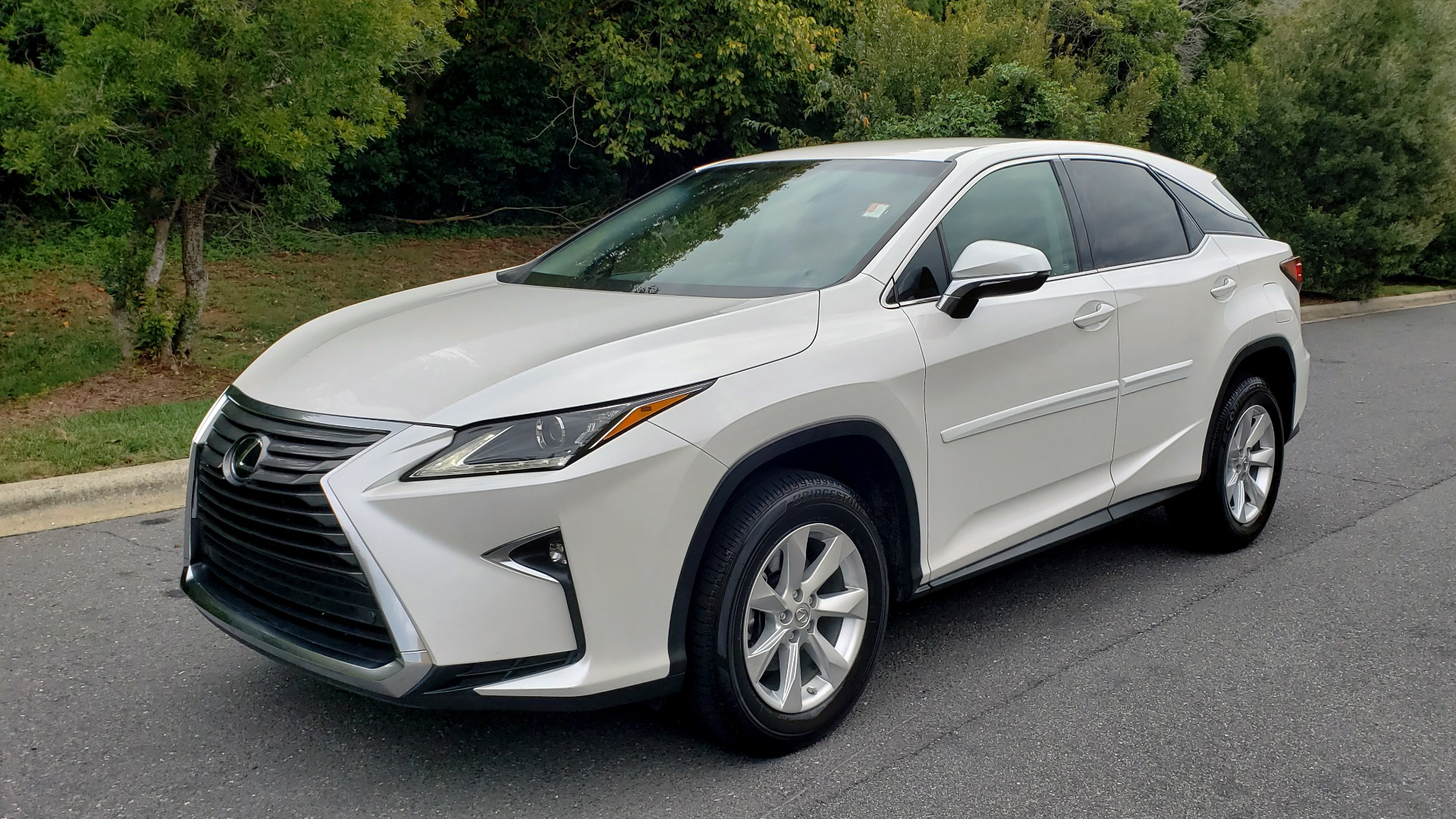Used 2016 Lexus RX 350 FWD / 4-DR / 3.5L V6 / 8-SPD AUTO / LEATHER / REARVIEW for sale $31,995 at Formula Imports in Charlotte NC 28227 4