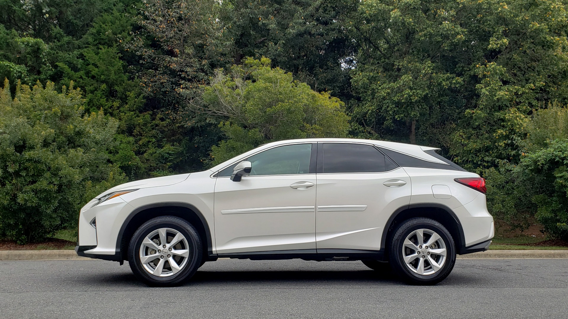 Used 2016 Lexus RX 350 FWD / 4-DR / 3.5L V6 / 8-SPD AUTO / LEATHER / REARVIEW for sale Sold at Formula Imports in Charlotte NC 28227 5