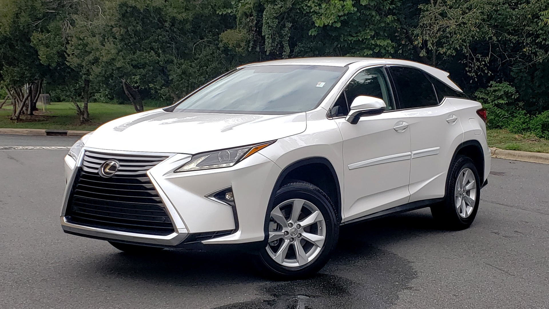 Used 2016 Lexus RX 350 FWD / 4-DR / 3.5L V6 / 8-SPD AUTO / LEATHER / REARVIEW for sale $31,995 at Formula Imports in Charlotte NC 28227 1