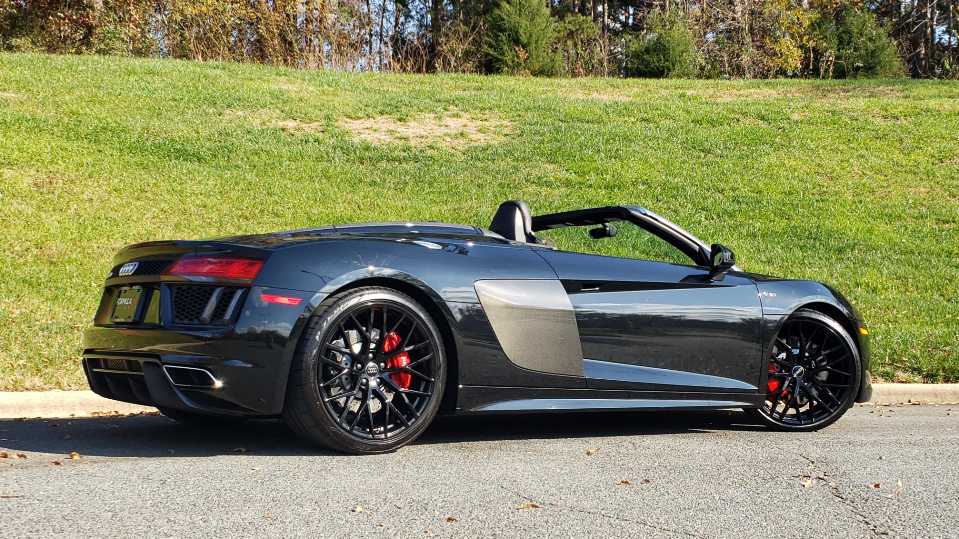 Used 2017 Audi R8 SPYDER V10 S-TRONIC / CARBON EXT & INT PKG / NAV / REARVIEW for sale Sold at Formula Imports in Charlotte NC 28227 11