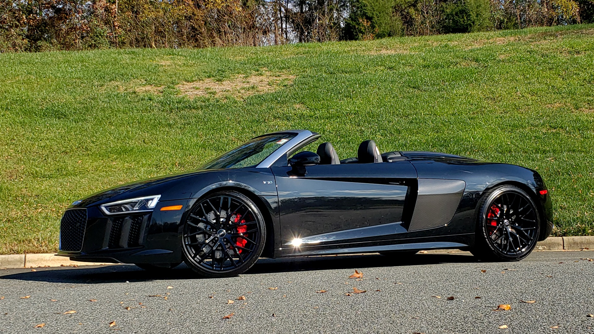 Used 2017 Audi R8 SPYDER V10 S-TRONIC / CARBON EXT & INT PKG / NAV / REARVIEW for sale Sold at Formula Imports in Charlotte NC 28227 2
