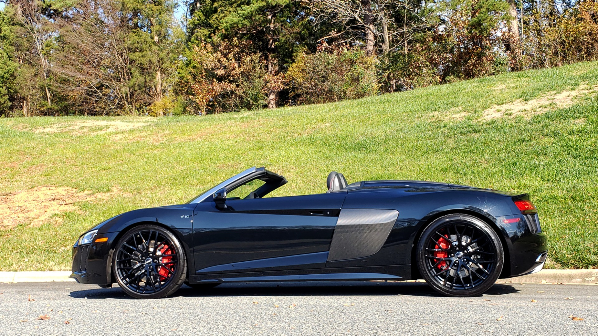 Used 2017 Audi R8 SPYDER V10 S-TRONIC / CARBON EXT & INT PKG / NAV / REARVIEW for sale Sold at Formula Imports in Charlotte NC 28227 3