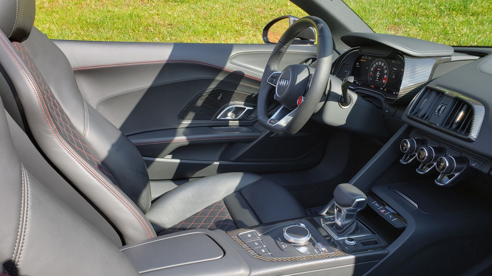 Used 2017 Audi R8 SPYDER V10 S-TRONIC / CARBON EXT & INT PKG / NAV / REARVIEW for sale Sold at Formula Imports in Charlotte NC 28227 31