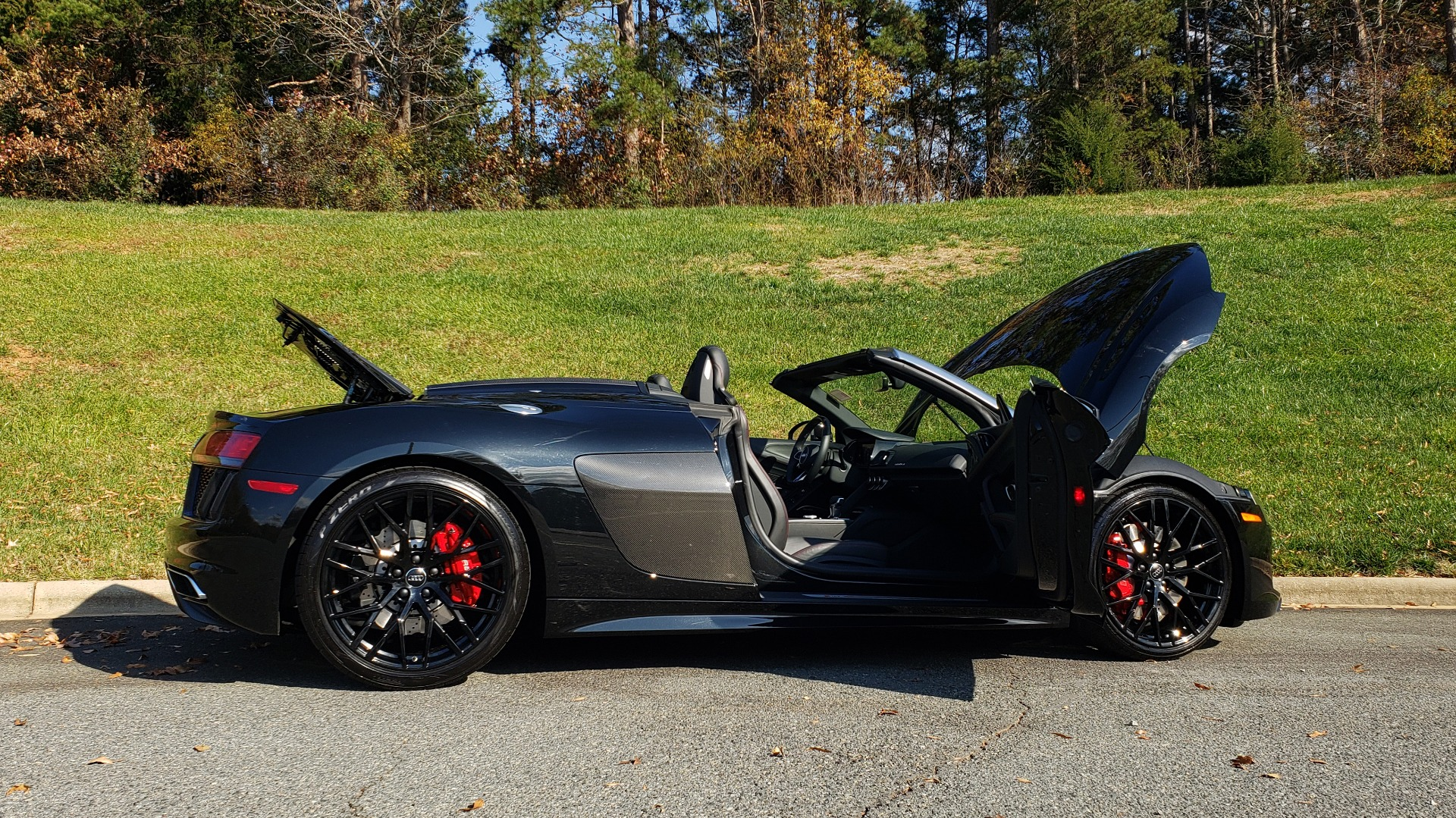 Used 2017 Audi R8 SPYDER V10 S-TRONIC / CARBON EXT & INT PKG / NAV / REARVIEW for sale Sold at Formula Imports in Charlotte NC 28227 38