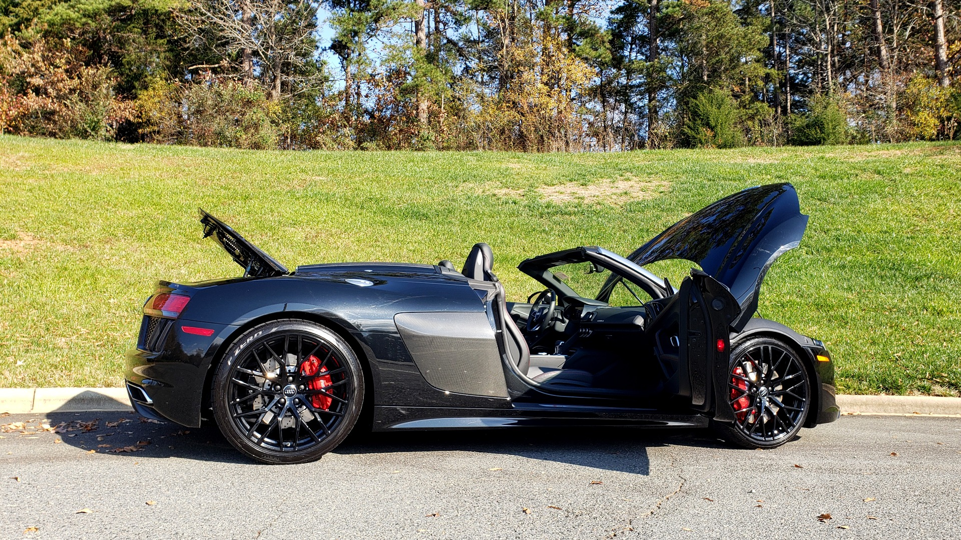 Used 2017 Audi R8 SPYDER V10 S-TRONIC / CARBON EXT & INT PKG / NAV / REARVIEW for sale Sold at Formula Imports in Charlotte NC 28227 39