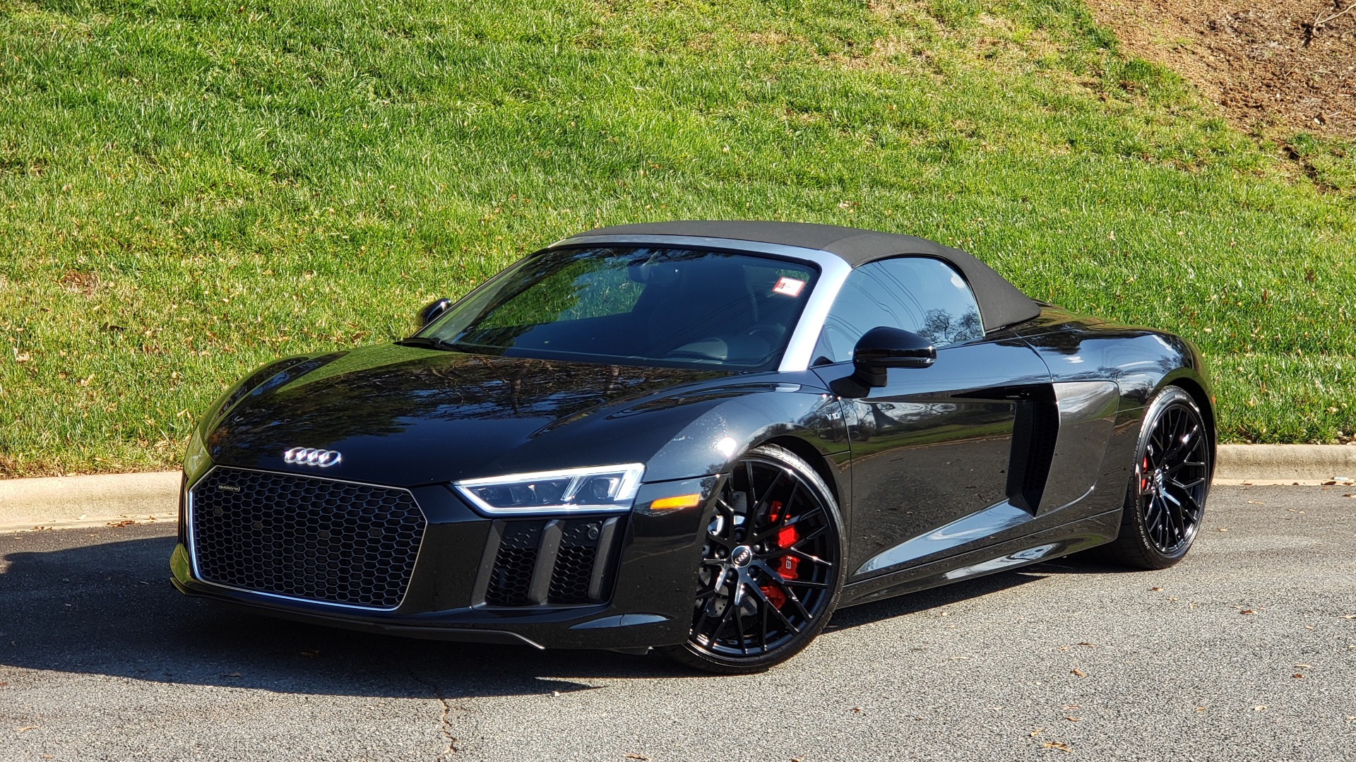 Used 2017 Audi R8 SPYDER V10 S-TRONIC / CARBON EXT & INT PKG / NAV / REARVIEW for sale Sold at Formula Imports in Charlotte NC 28227 4