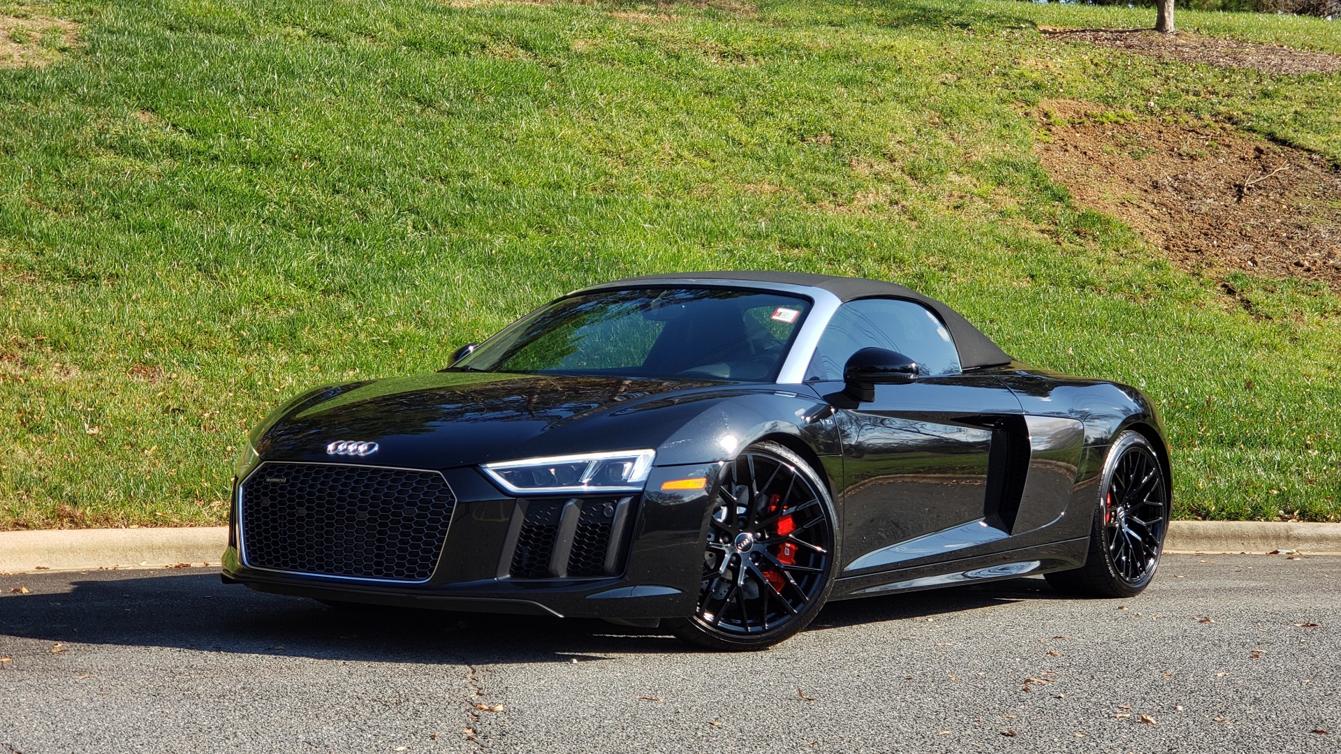 Used 2017 Audi R8 SPYDER V10 S-TRONIC / CARBON EXT & INT PKG / NAV / REARVIEW for sale Sold at Formula Imports in Charlotte NC 28227 5