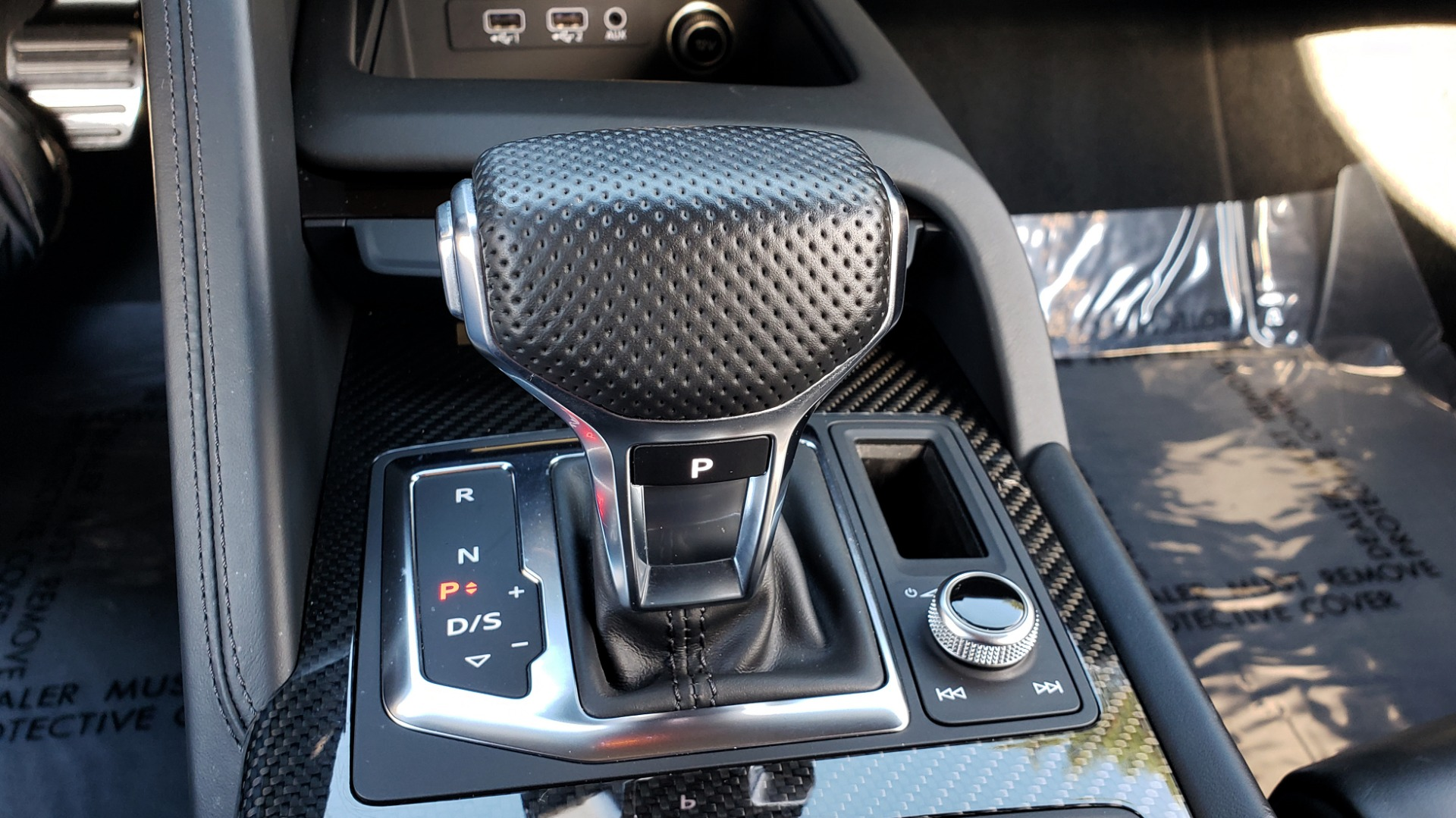 Used 2017 Audi R8 SPYDER V10 S-TRONIC / CARBON EXT & INT PKG / NAV / REARVIEW for sale Sold at Formula Imports in Charlotte NC 28227 75