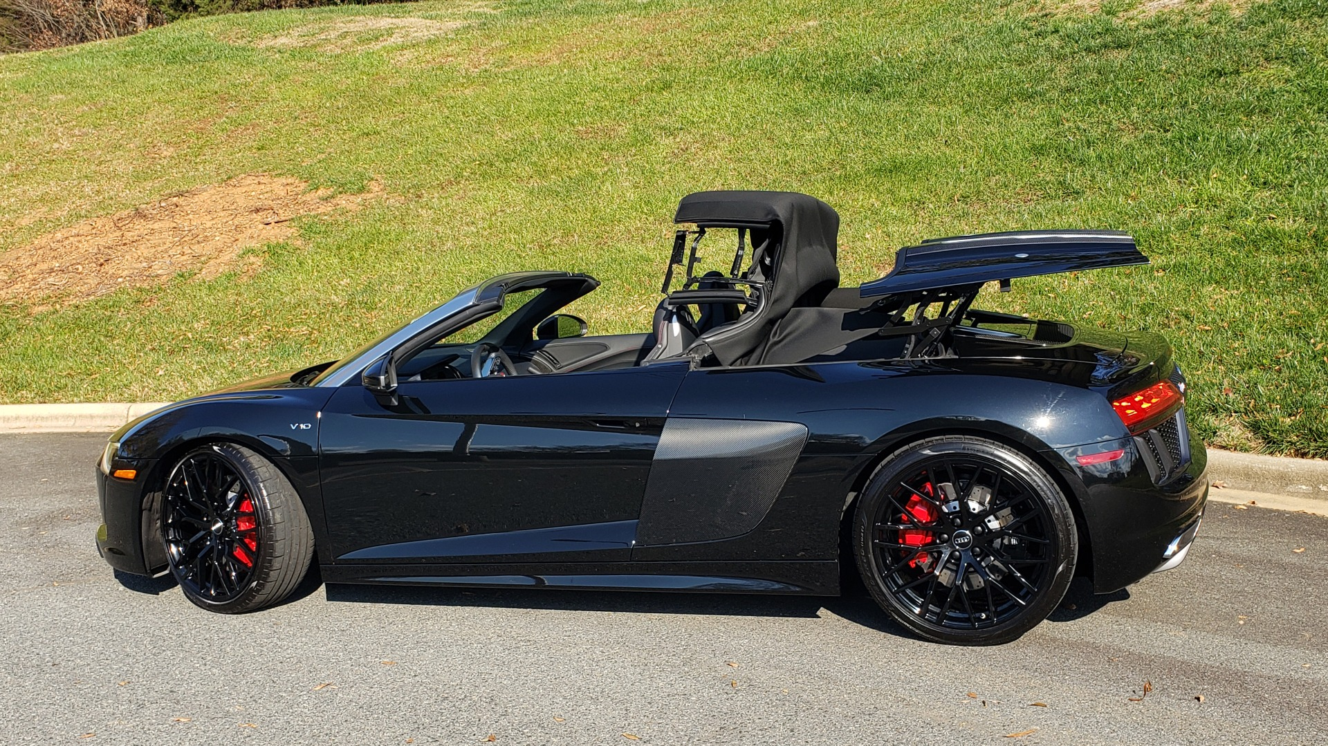 Used 2017 Audi R8 SPYDER V10 S-TRONIC / CARBON EXT & INT PKG / NAV / REARVIEW for sale Sold at Formula Imports in Charlotte NC 28227 9