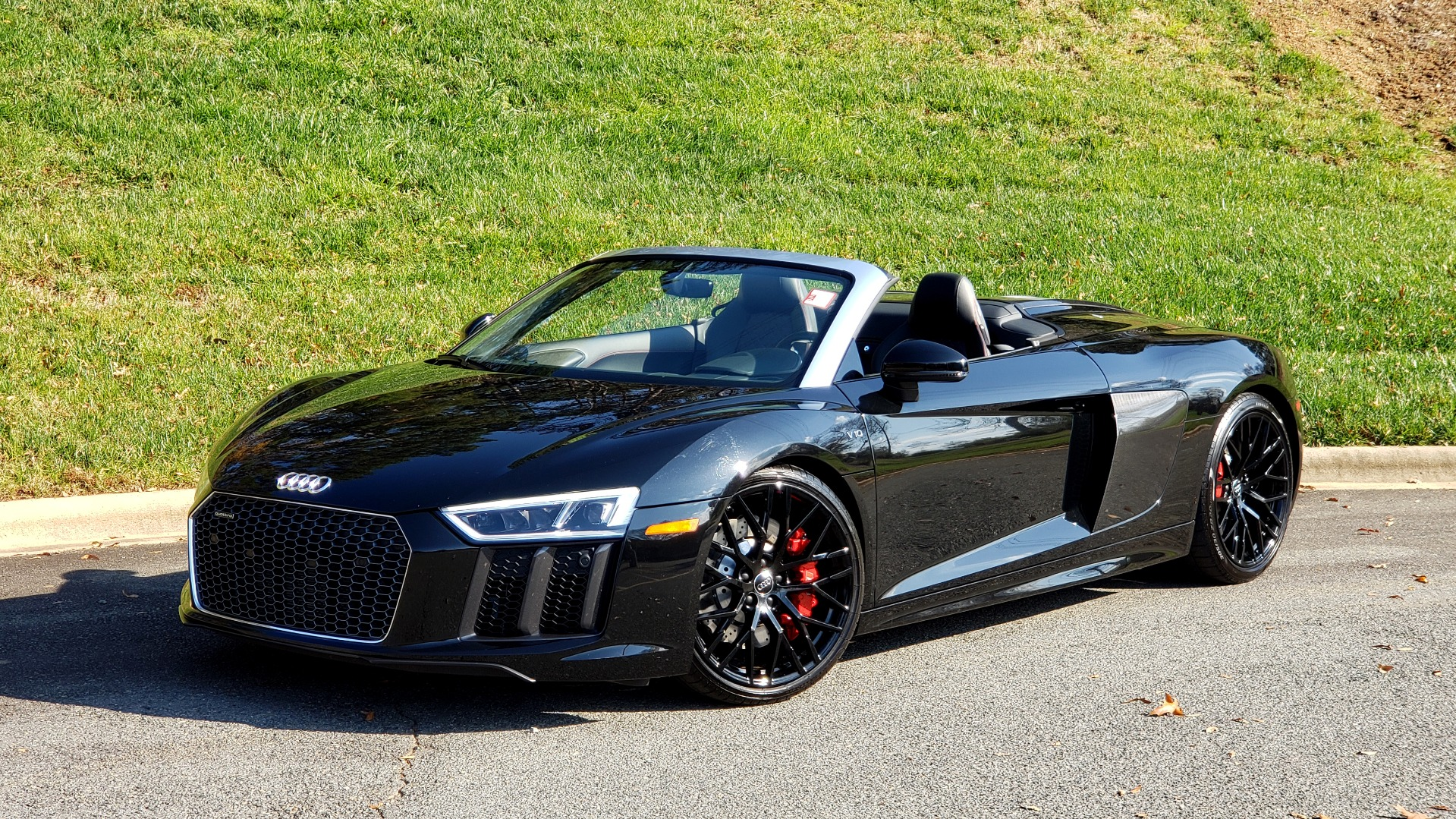 Used 2017 Audi R8 SPYDER V10 S-TRONIC / CARBON EXT & INT PKG / NAV / REARVIEW for sale Sold at Formula Imports in Charlotte NC 28227 1