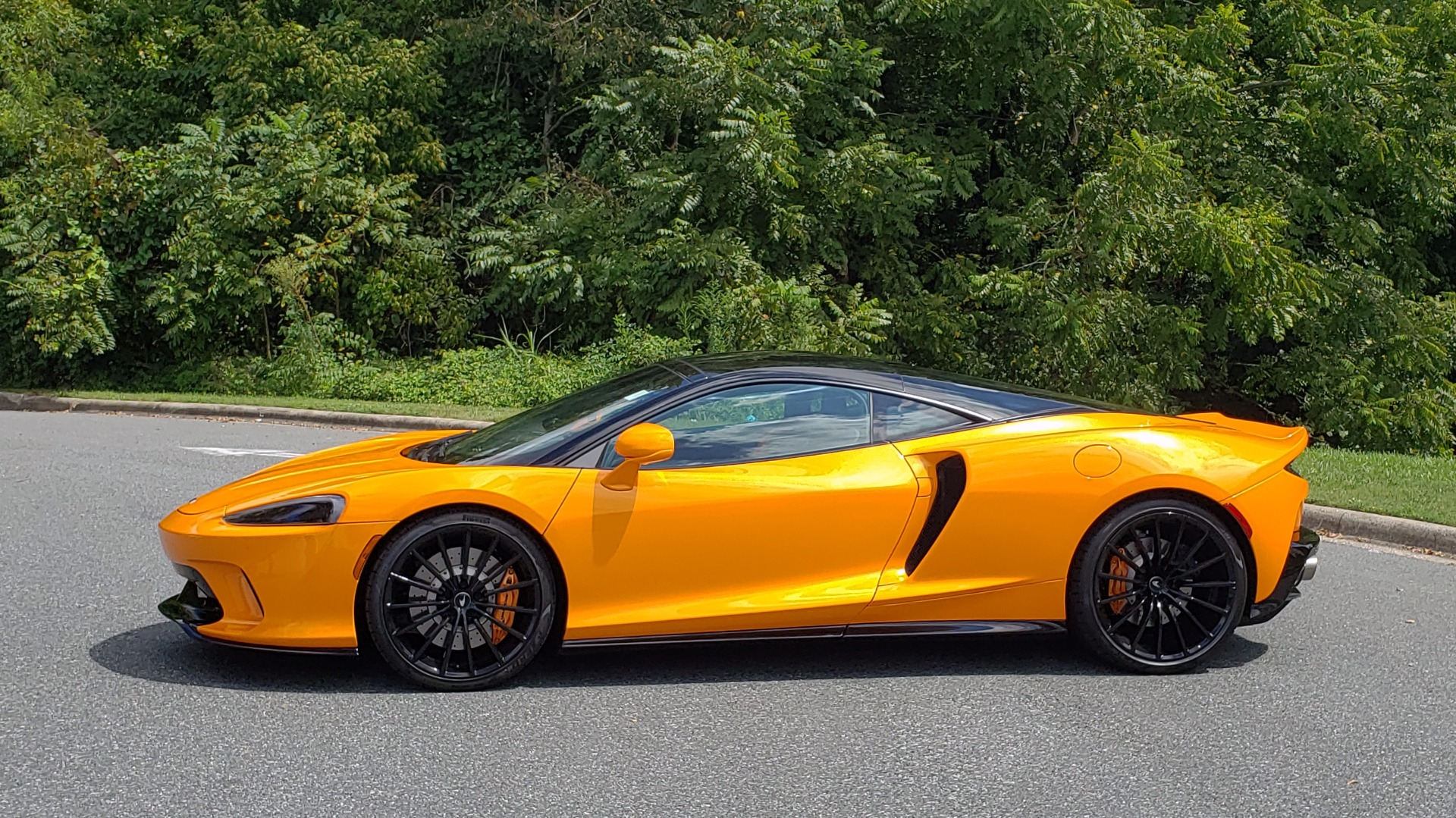 Used 2020 McLaren GT COUPE / 4.0L V8 - 612HP / RWD / NAV / REARVIEW / 20IN BLACK WHEELS for sale $244,000 at Formula Imports in Charlotte NC 28227 6