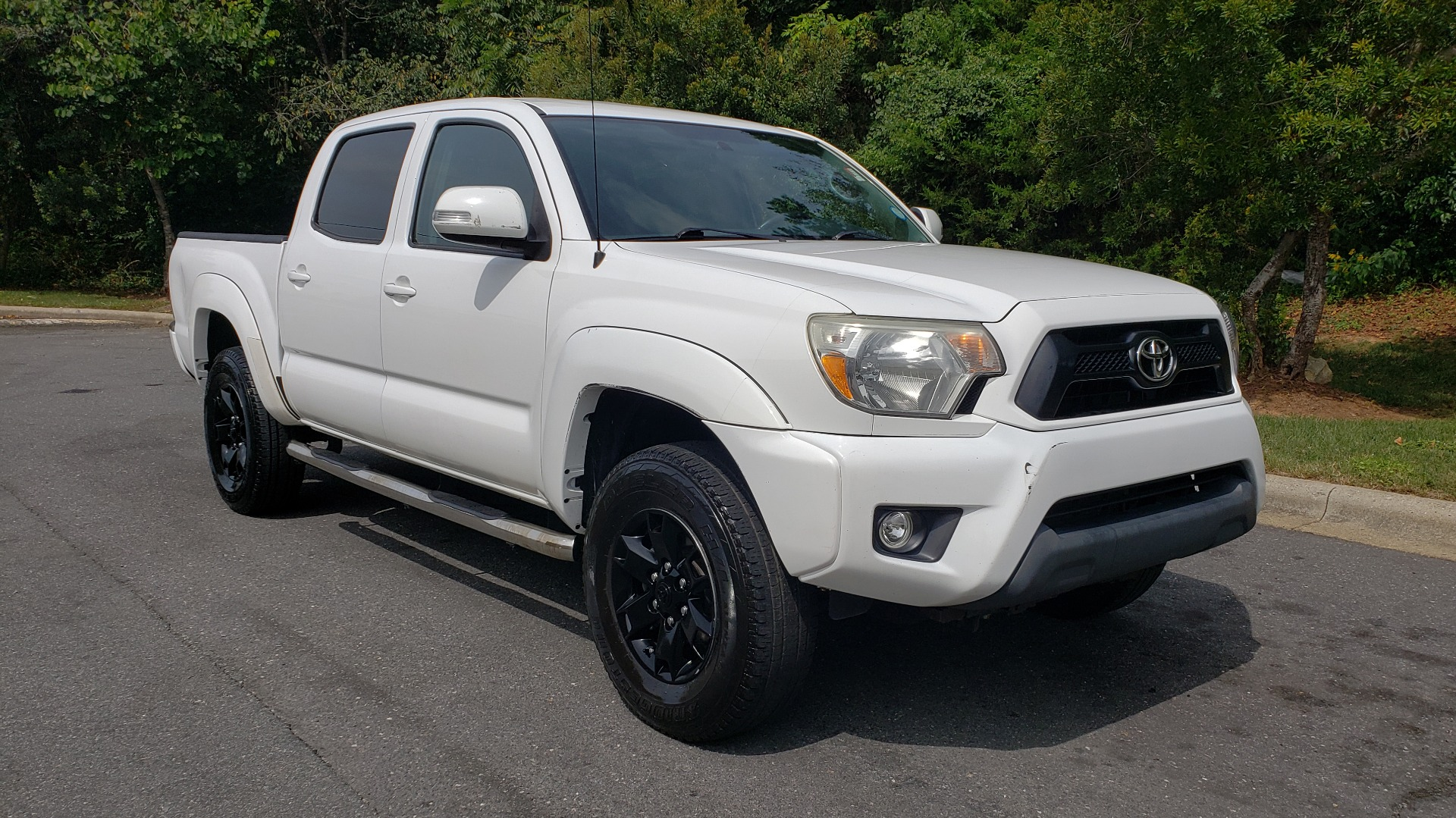 Used 2015 Toyota TACOMA PRERUNNER DOUBLE CAB/ 4-CYL / 4-SPD AUTO / SR PKG / CONV PKG for sale $15,995 at Formula Imports in Charlotte NC 28227 4