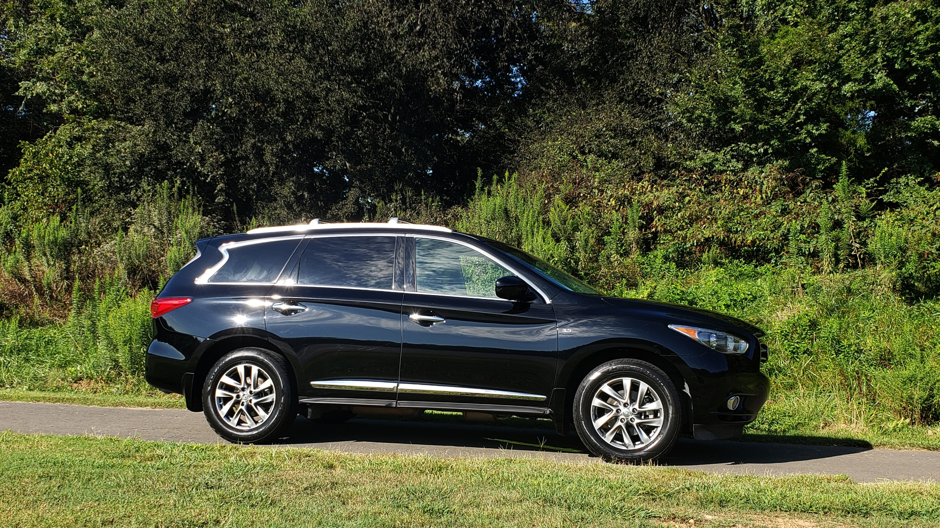Used 2015 INFINITI QX60 AWD / PREM PLUS PKG / NAV / SUNROOF / BOSE / 3-ROW / REARVIEW for sale $19,695 at Formula Imports in Charlotte NC 28227 9