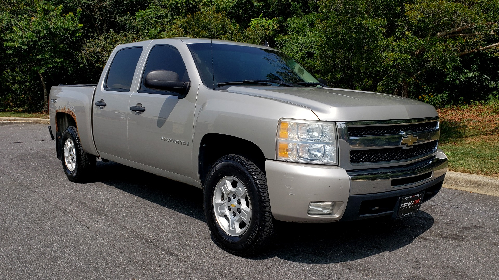 Used 2009 Chevrolet SILVERADO 1500 LT / CREWCAB / 5.3L V8 / 4WD / TRAILER PKG / REARVIEW for sale $10,595 at Formula Imports in Charlotte NC 28227 4