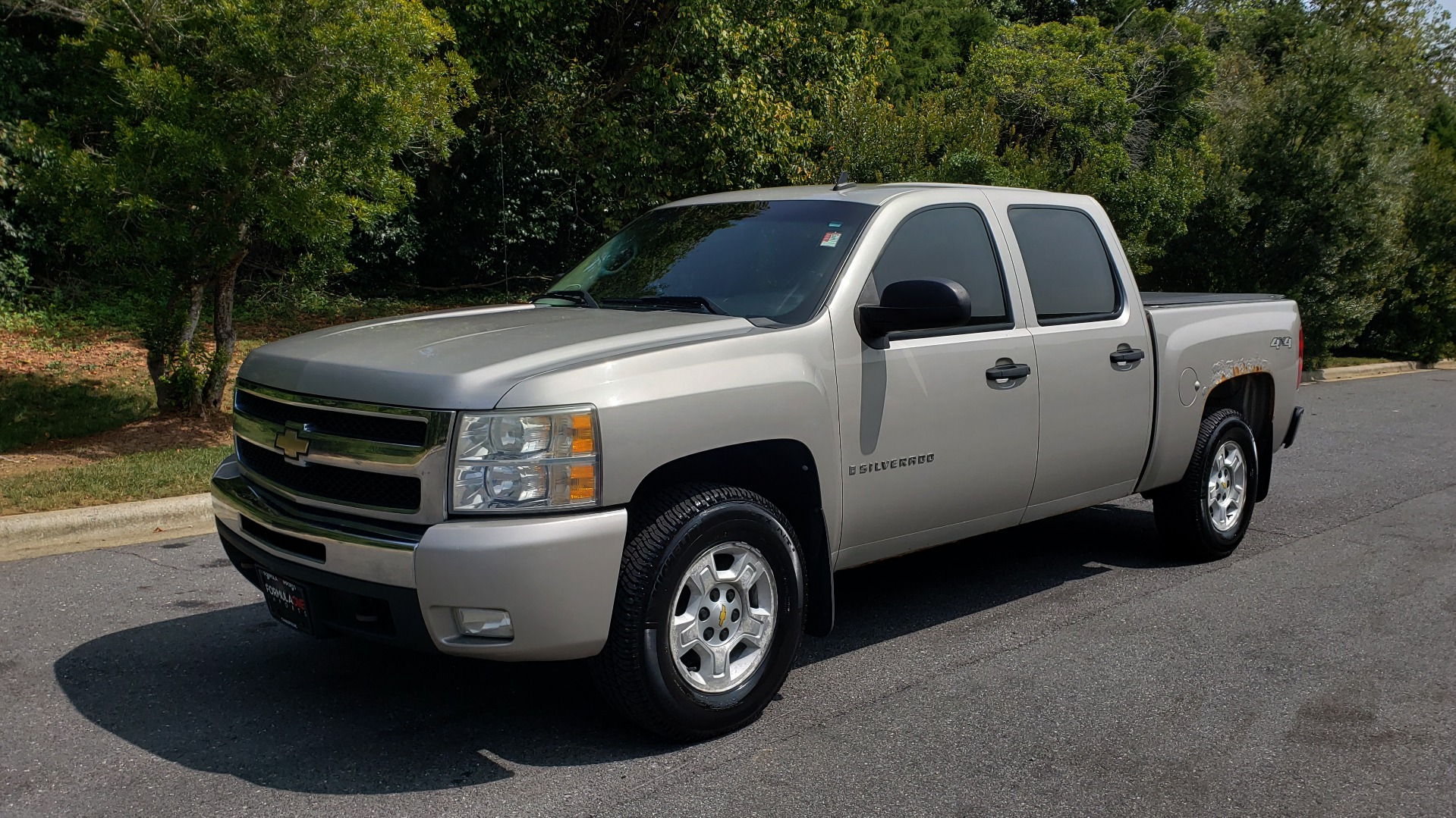 Used 2009 Chevrolet SILVERADO 1500 LT / CREWCAB / 5.3L V8 / 4WD / TRAILER PKG / REARVIEW for sale $10,595 at Formula Imports in Charlotte NC 28227 1
