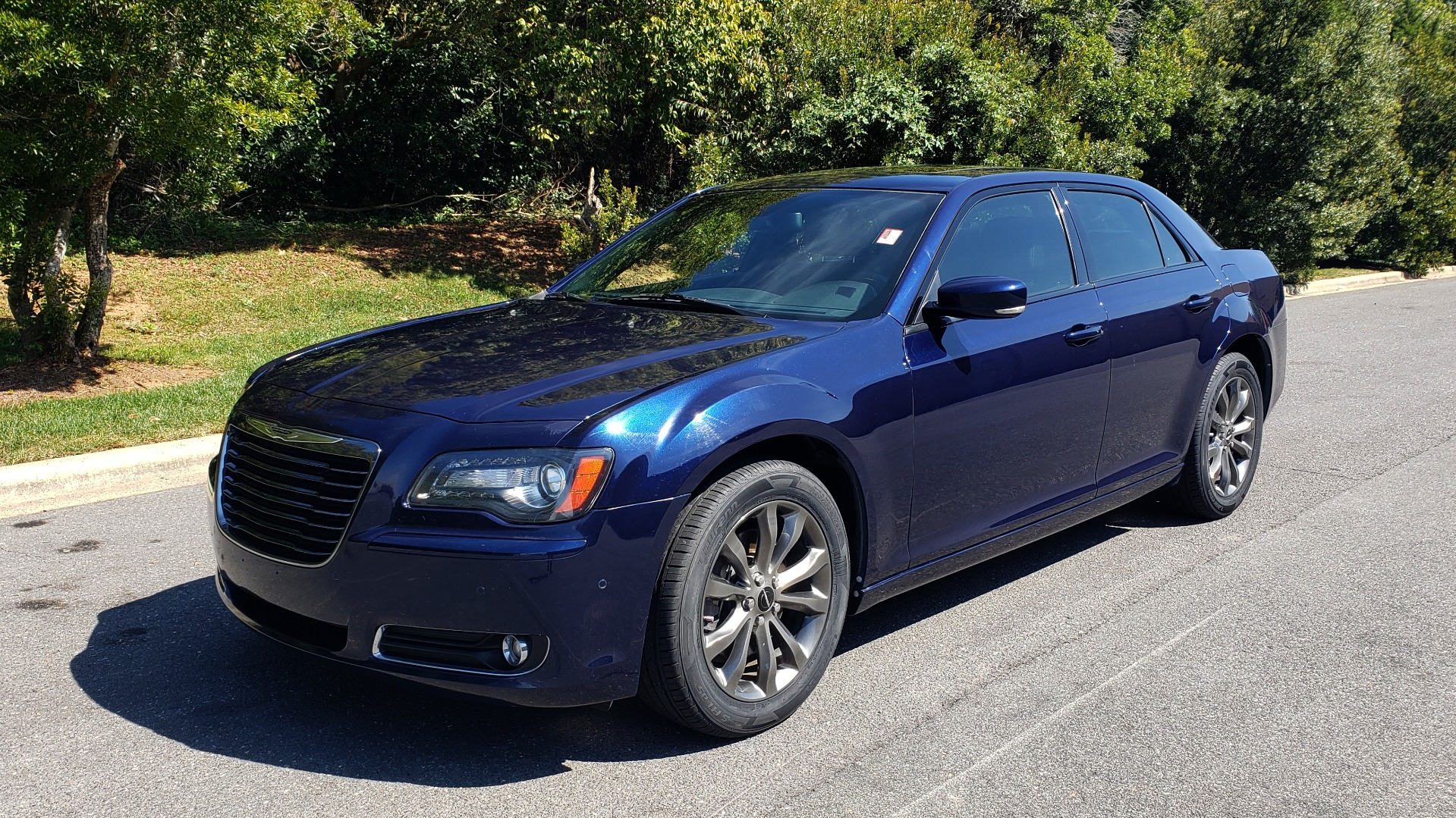 Used 2014 Chrysler 300 S AWD / SAFETY TEC / BLIND SPOT / LIGHT GRP / LUXURY GRP for sale $13,995 at Formula Imports in Charlotte NC 28227 3