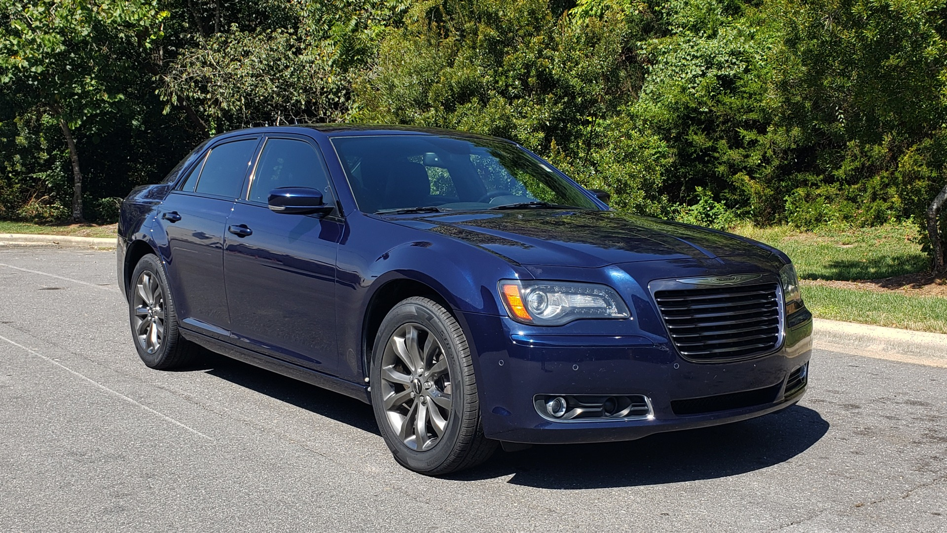 Used 2014 Chrysler 300 S AWD / SAFETY TEC / BLIND SPOT / LIGHT GRP / LUXURY GRP for sale $13,995 at Formula Imports in Charlotte NC 28227 6