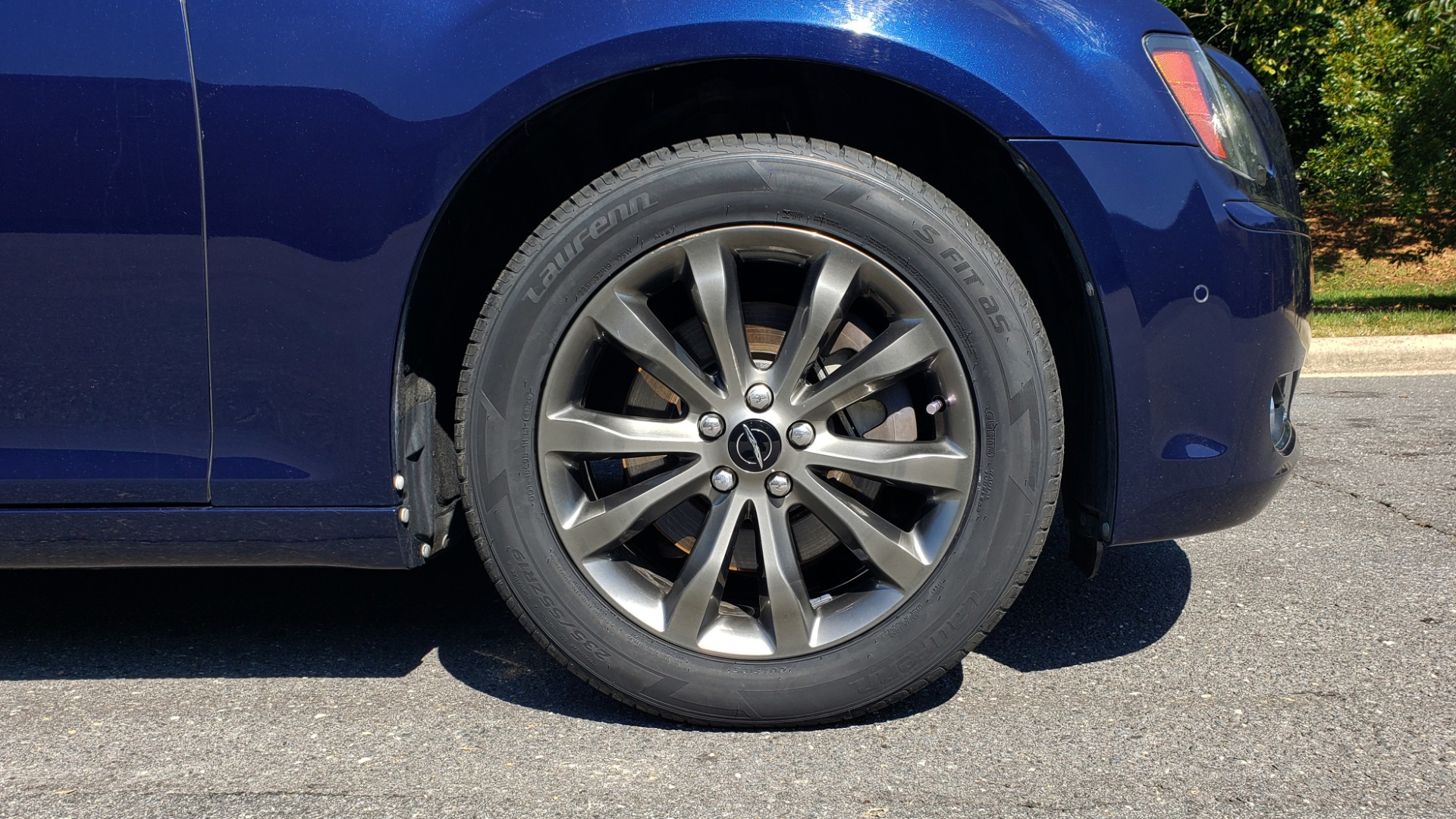 Used 2014 Chrysler 300 S AWD / SAFETY TEC / BLIND SPOT / LIGHT GRP / LUXURY GRP for sale $13,995 at Formula Imports in Charlotte NC 28227 86