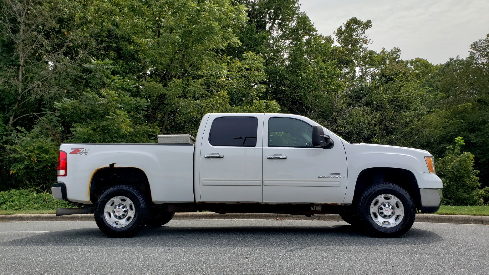 Used 2009 GMC SIERRA 2500HD SLE 4WD CREWCAB / 6.6L DURAMAX / 6-SPD ALLISON for sale Sold at Formula Imports in Charlotte NC 28227 5