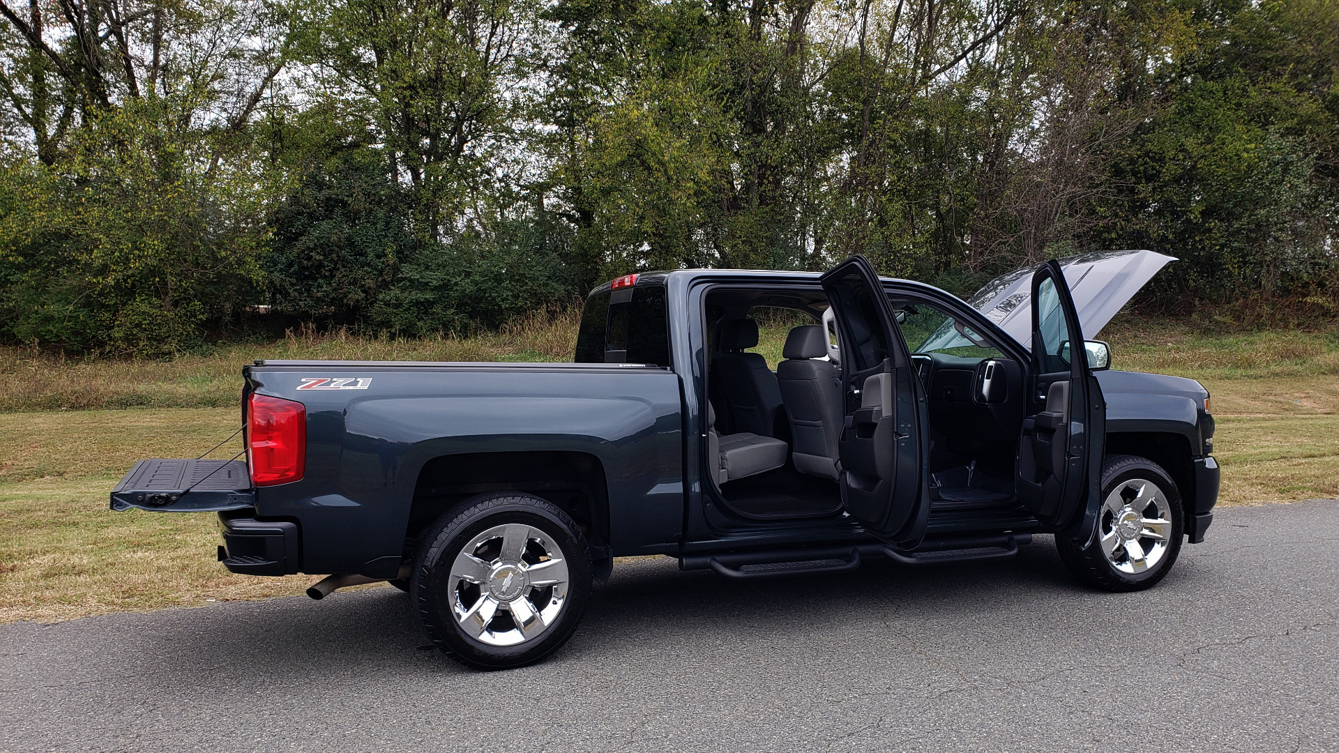 Used 2017 Chevrolet SILVERADO 1500 LTZ 4WD / NAV / BOSE / LEATHER / CAMERA / LOADED for sale Sold at Formula Imports in Charlotte NC 28227 32