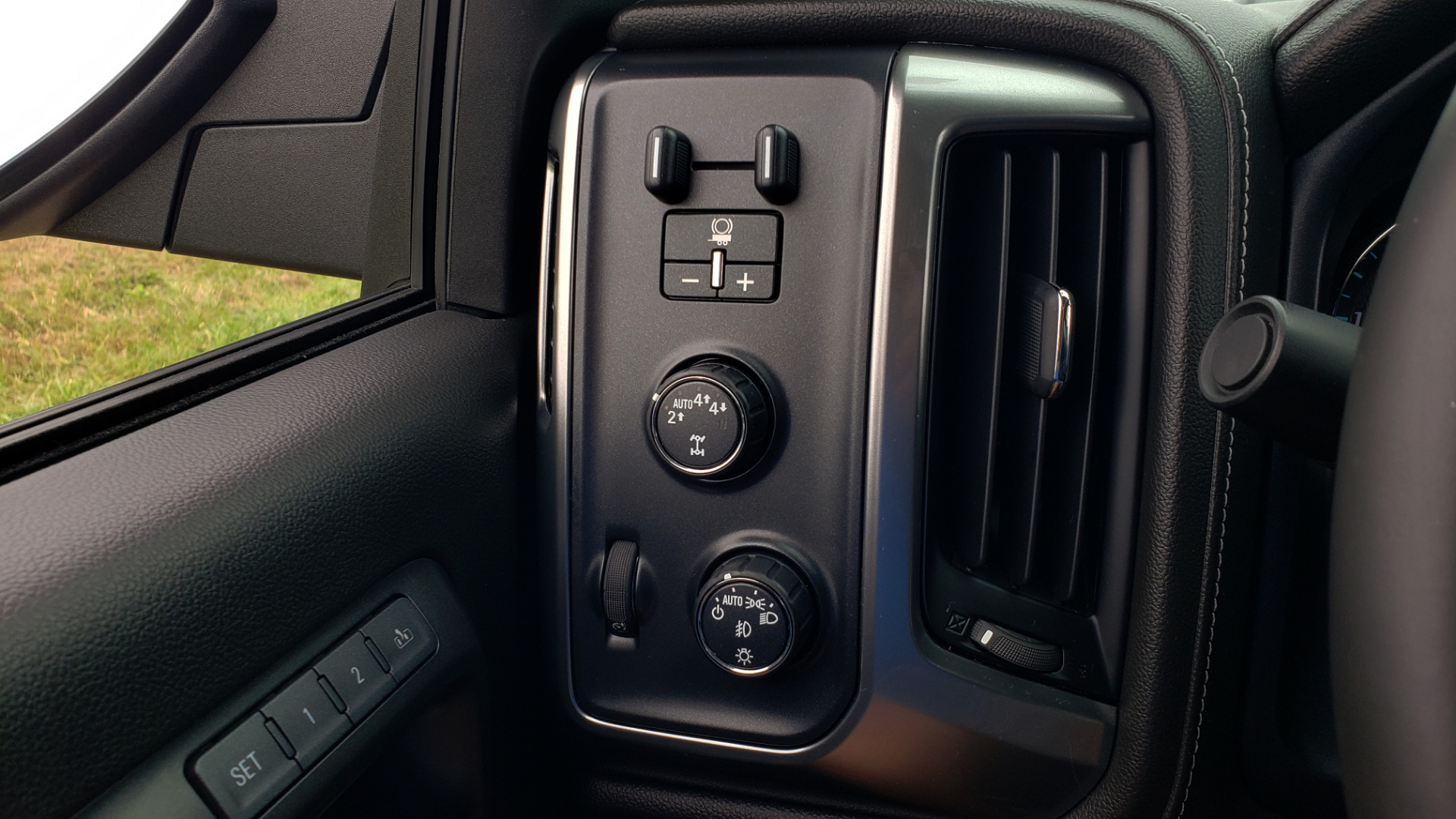 Used 2017 Chevrolet SILVERADO 1500 LTZ 4WD / NAV / BOSE / LEATHER / CAMERA / LOADED for sale Sold at Formula Imports in Charlotte NC 28227 7