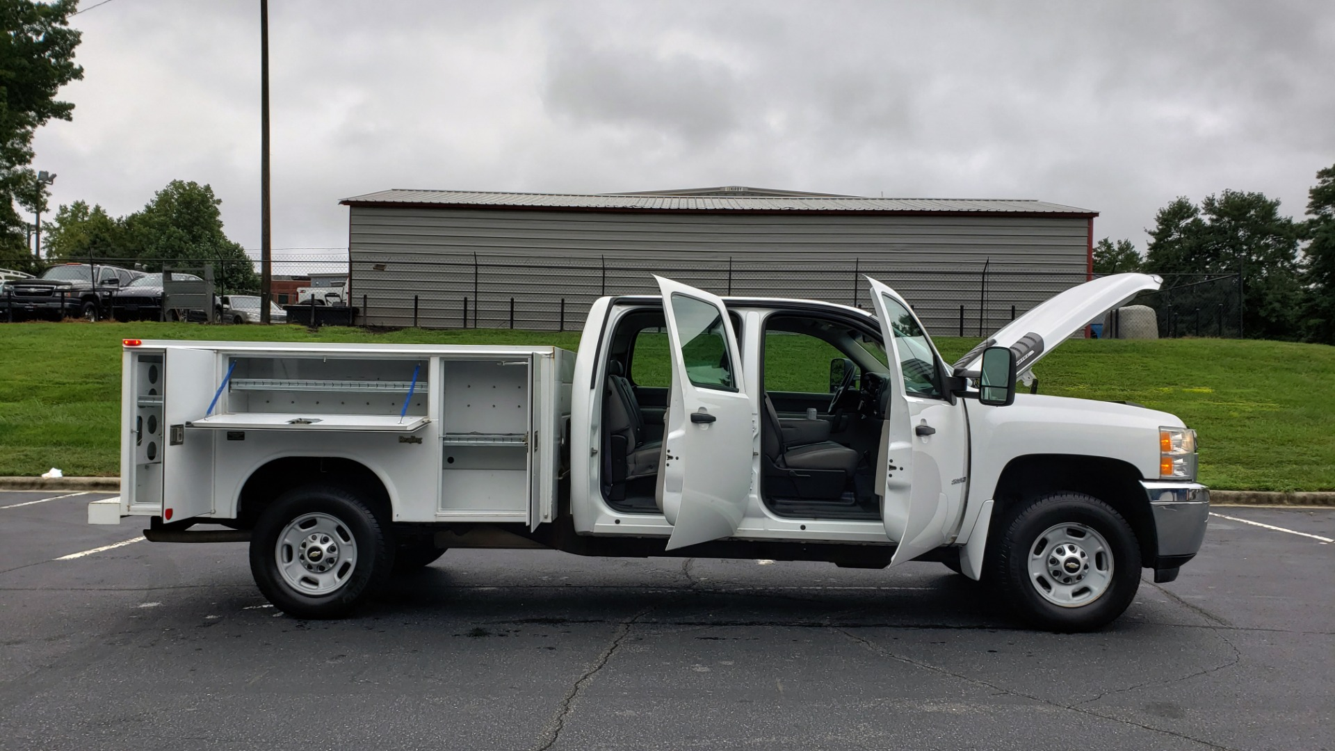 Used 2014 Chevrolet SILVERADO 2500HD WORK TRUCK 4WD / 6.0L V8 / AUTO / TOOL BOX / CLEAN for sale Sold at Formula Imports in Charlotte NC 28227 15