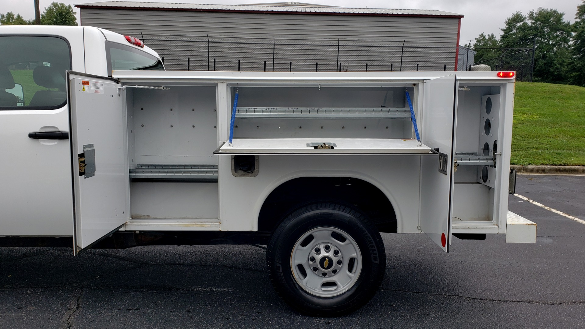 Used 2014 Chevrolet SILVERADO 2500HD WORK TRUCK 4WD / 6.0L V8 / AUTO / TOOL BOX / CLEAN for sale Sold at Formula Imports in Charlotte NC 28227 7