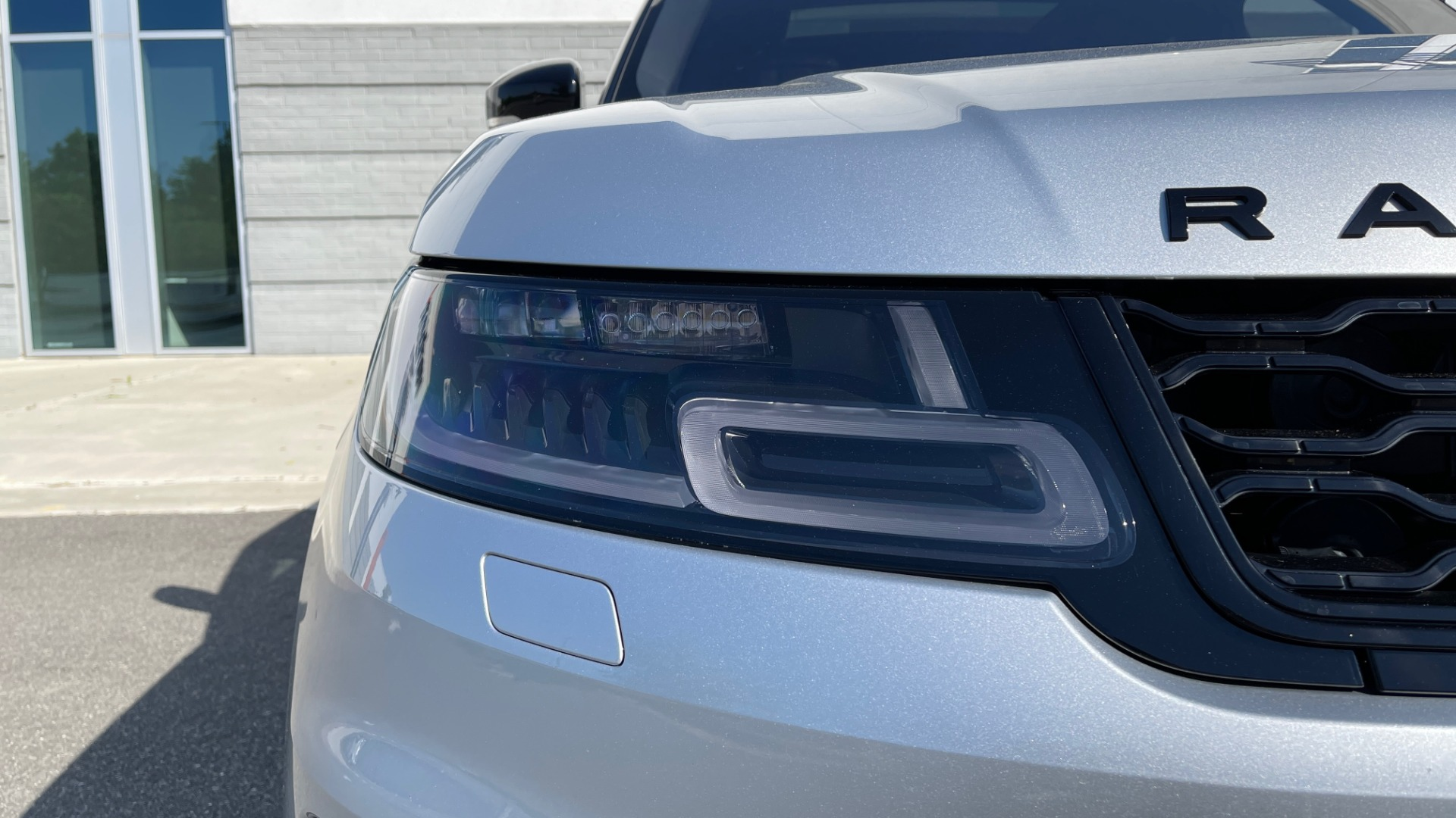 Used 2019 Land Rover RANGE ROVER SPORT HSE DYNAMIC / 3.0L SC V6 / 8-SPD / APPLE / NAV / SUNROOF / REARVIEW for sale Sold at Formula Imports in Charlotte NC 28227 10