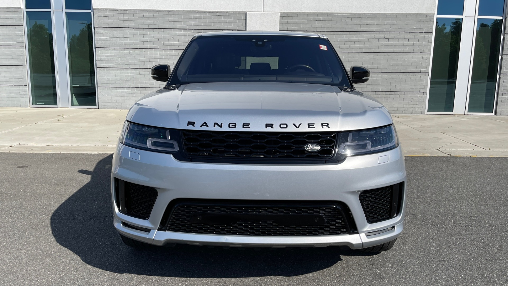 Used 2019 Land Rover RANGE ROVER SPORT HSE DYNAMIC / 3.0L SC V6 / 8-SPD / APPLE / NAV / SUNROOF / REARVIEW for sale Sold at Formula Imports in Charlotte NC 28227 2