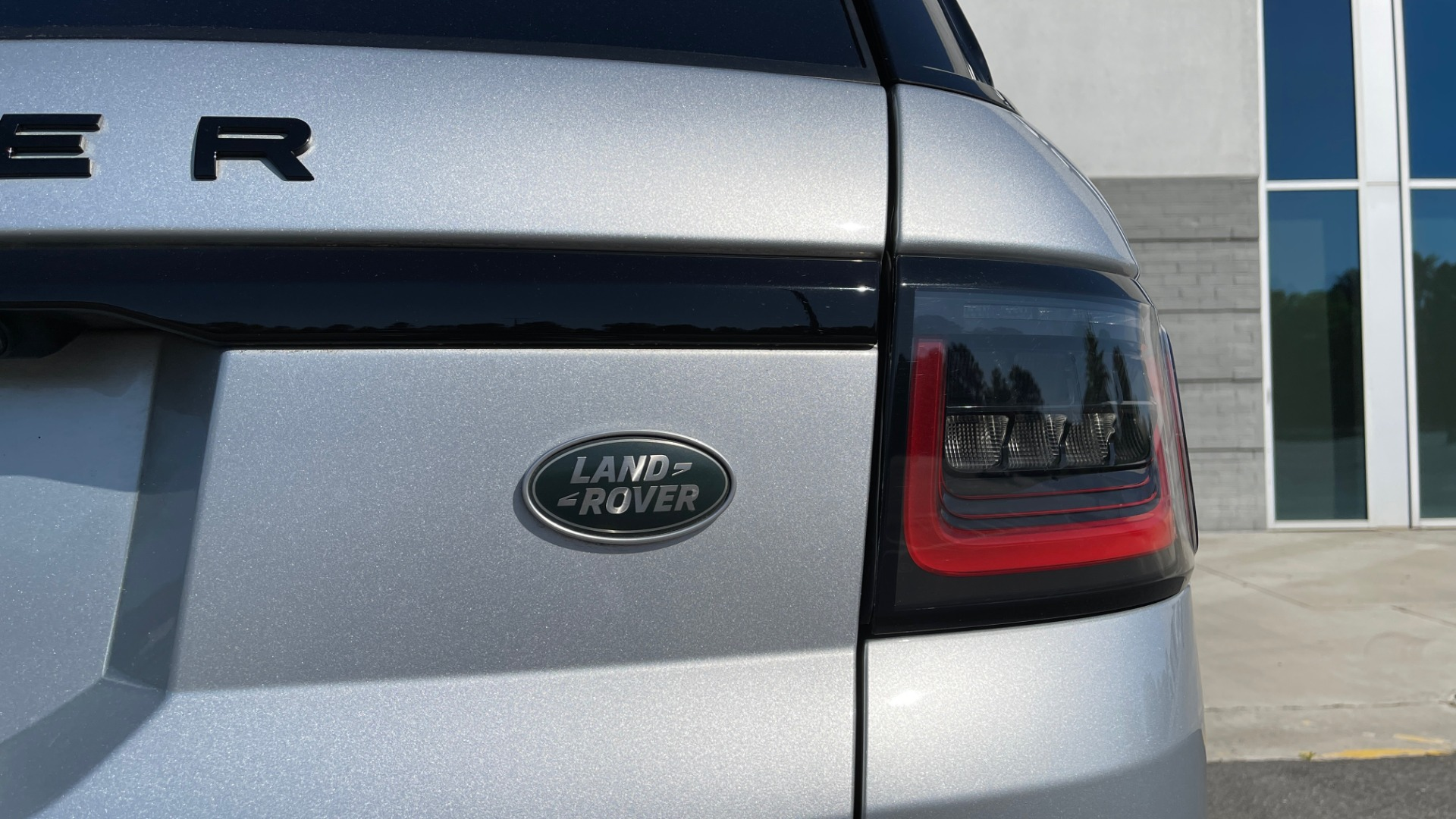 Used 2019 Land Rover RANGE ROVER SPORT HSE DYNAMIC / 3.0L SC V6 / 8-SPD / APPLE / NAV / SUNROOF / REARVIEW for sale Sold at Formula Imports in Charlotte NC 28227 25