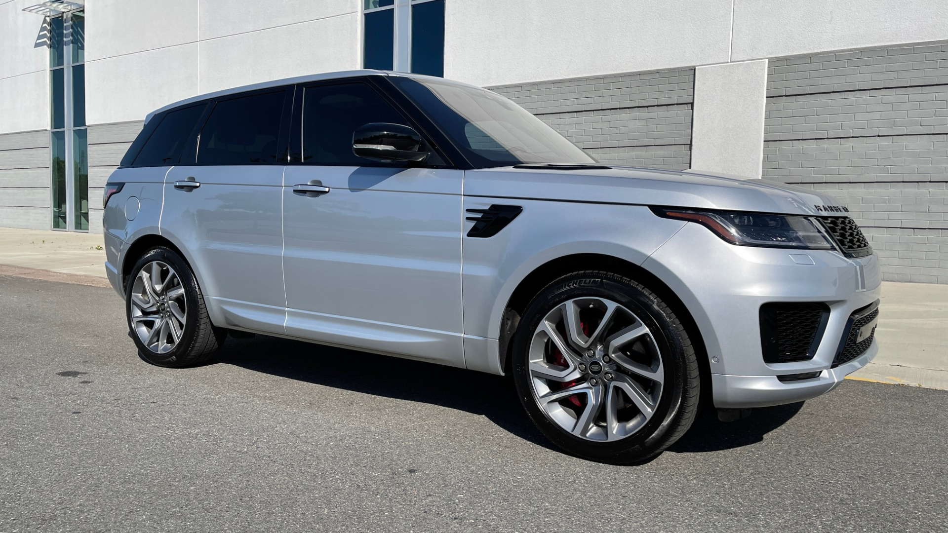 Used 2019 Land Rover Range Rover Sport HSE Dynamic for sale Sold at Formula Imports in Charlotte NC 28227 3