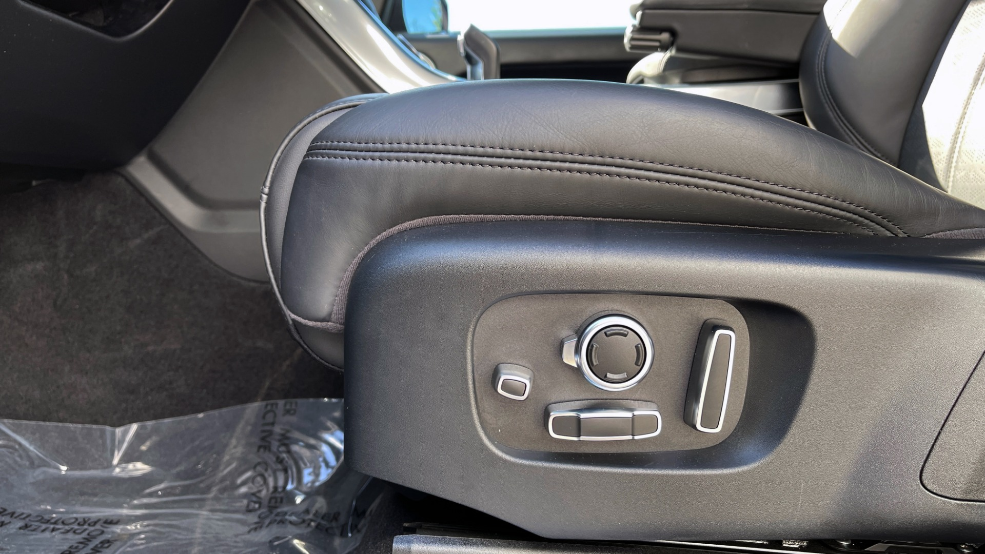 Used 2019 Land Rover RANGE ROVER SPORT HSE DYNAMIC / 3.0L SC V6 / 8-SPD / APPLE / NAV / SUNROOF / REARVIEW for sale Sold at Formula Imports in Charlotte NC 28227 35