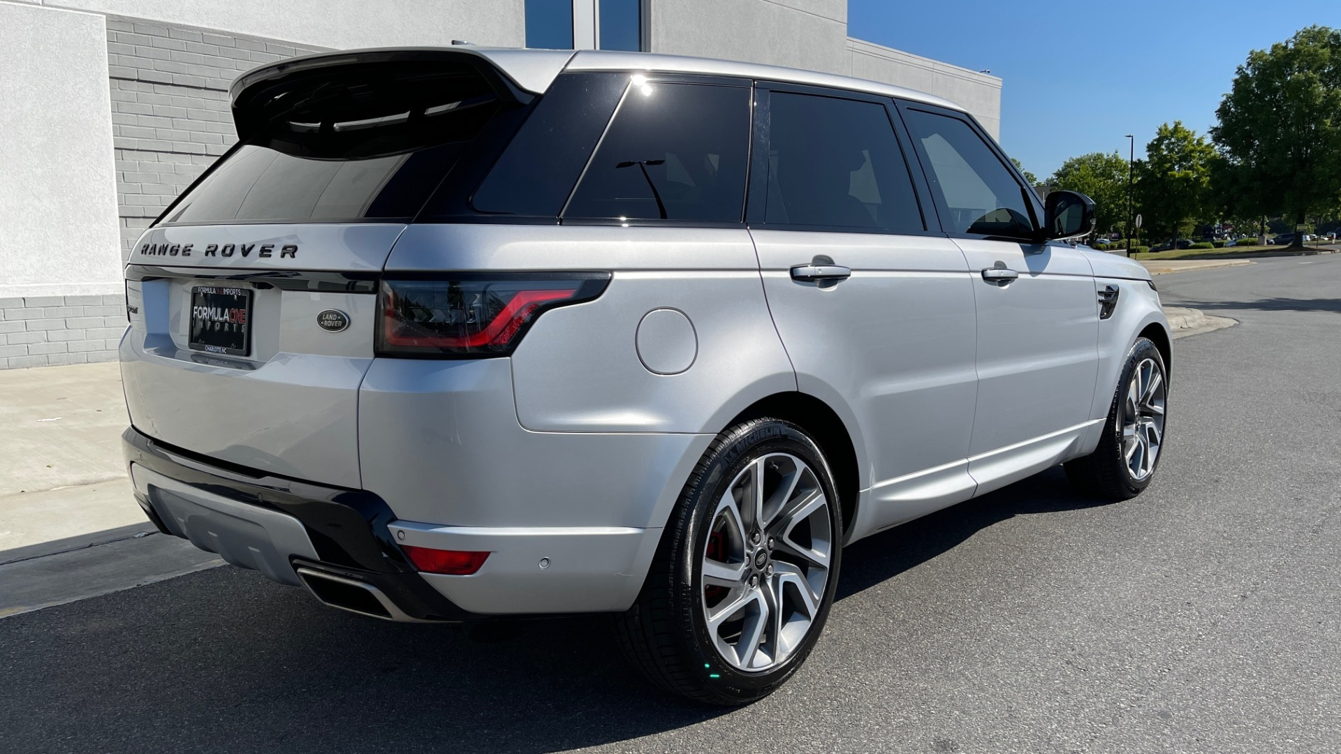 Used 2019 Land Rover RANGE ROVER SPORT HSE DYNAMIC / 3.0L SC V6 / 8-SPD / APPLE / NAV / SUNROOF / REARVIEW for sale Sold at Formula Imports in Charlotte NC 28227 6