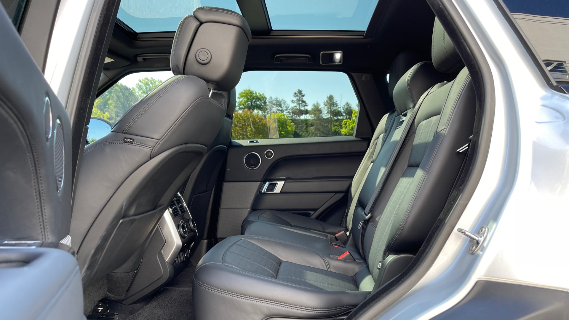 Used 2019 Land Rover RANGE ROVER SPORT HSE DYNAMIC / 3.0L SC V6 / 8-SPD / APPLE / NAV / SUNROOF / REARVIEW for sale Sold at Formula Imports in Charlotte NC 28227 66