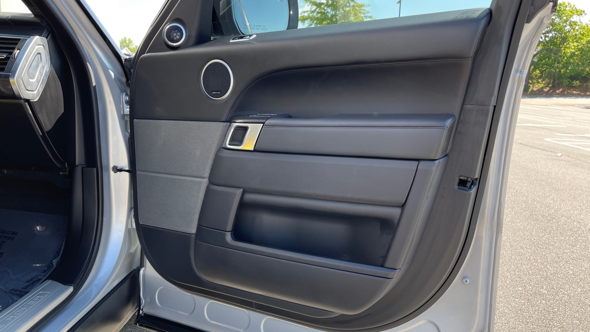 Used 2019 Land Rover RANGE ROVER SPORT HSE DYNAMIC / 3.0L SC V6 / 8-SPD / APPLE / NAV / SUNROOF / REARVIEW for sale Sold at Formula Imports in Charlotte NC 28227 82