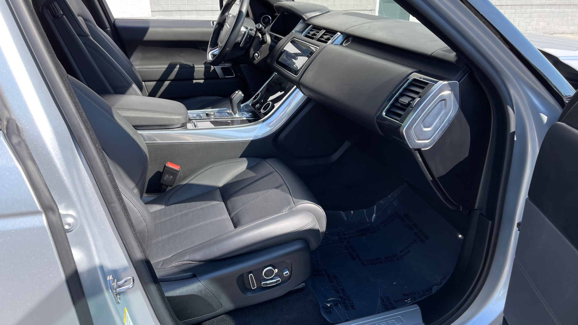 Used 2019 Land Rover RANGE ROVER SPORT HSE DYNAMIC / 3.0L SC V6 / 8-SPD / APPLE / NAV / SUNROOF / REARVIEW for sale Sold at Formula Imports in Charlotte NC 28227 83