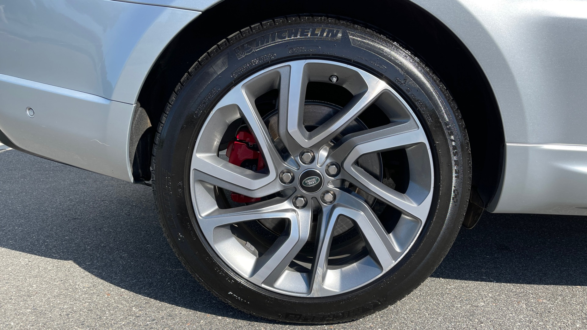 Used 2019 Land Rover RANGE ROVER SPORT HSE DYNAMIC / 3.0L SC V6 / 8-SPD / APPLE / NAV / SUNROOF / REARVIEW for sale Sold at Formula Imports in Charlotte NC 28227 88